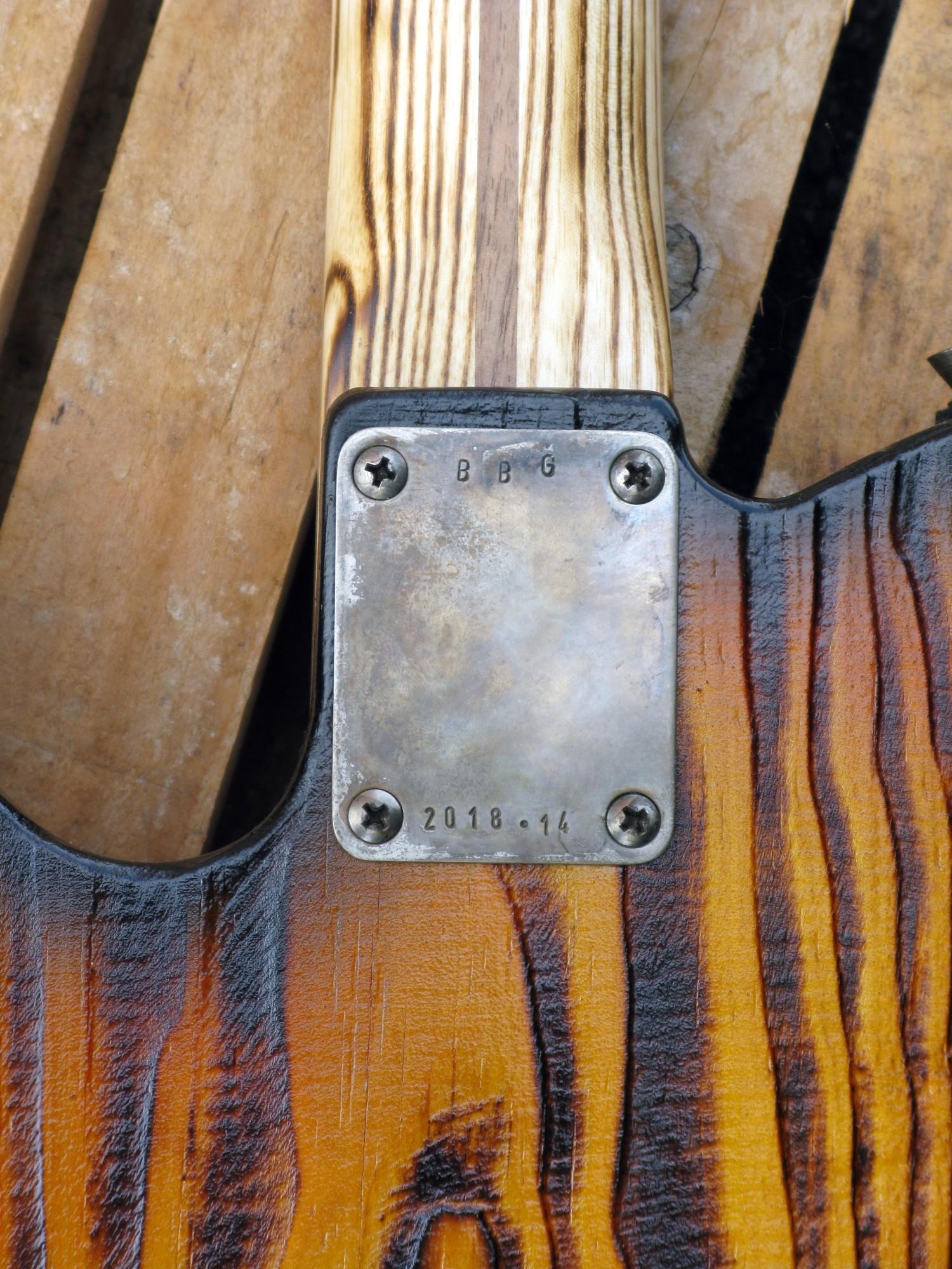 Giunzione del manico di una Telecaster body in pino roasted manico in frassino