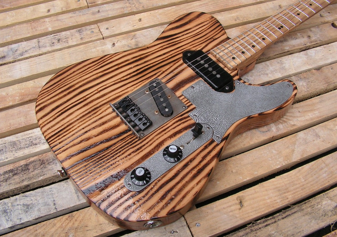 Body di una Telecaster in pitch pine