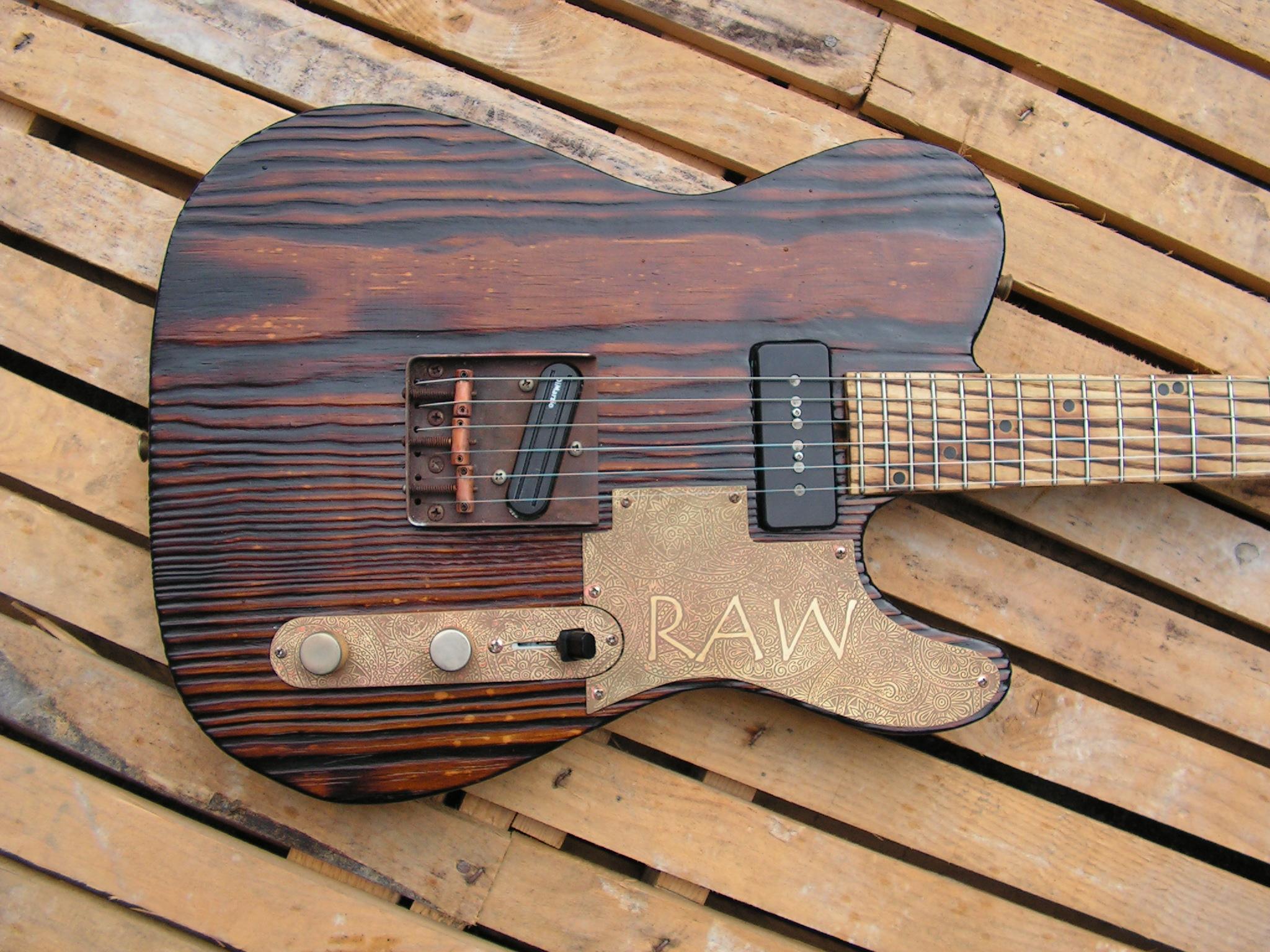 Body in pino di una chitarra elettrica telecaster