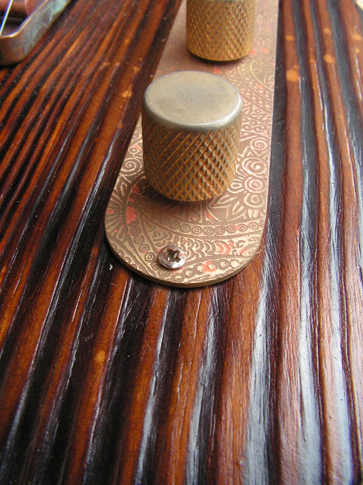 Controlli di una chitarra elettrica telecaster in pino