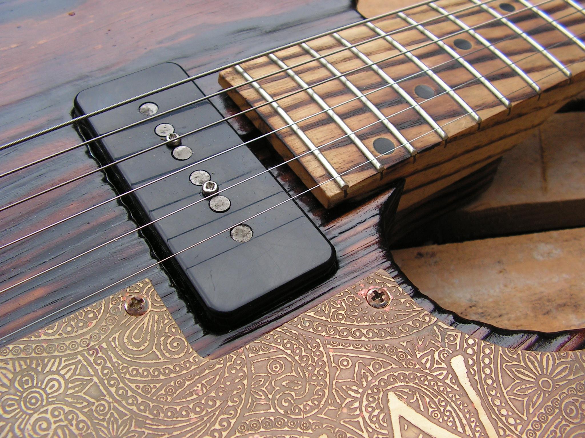 Pickup al manico di una chitarra elettrica telecaster in pino