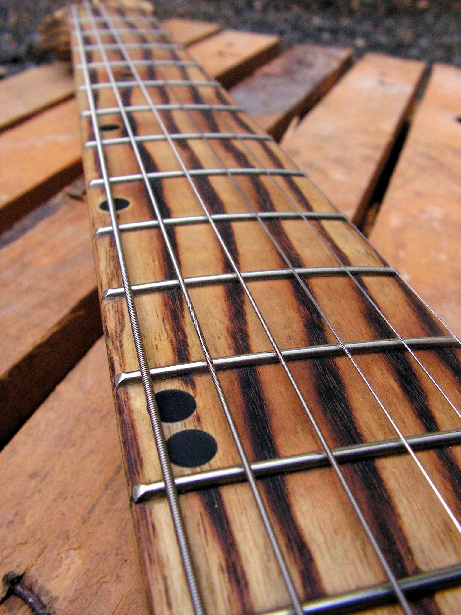 Manico in frassino di una chitarra elettrica telecaster in pino