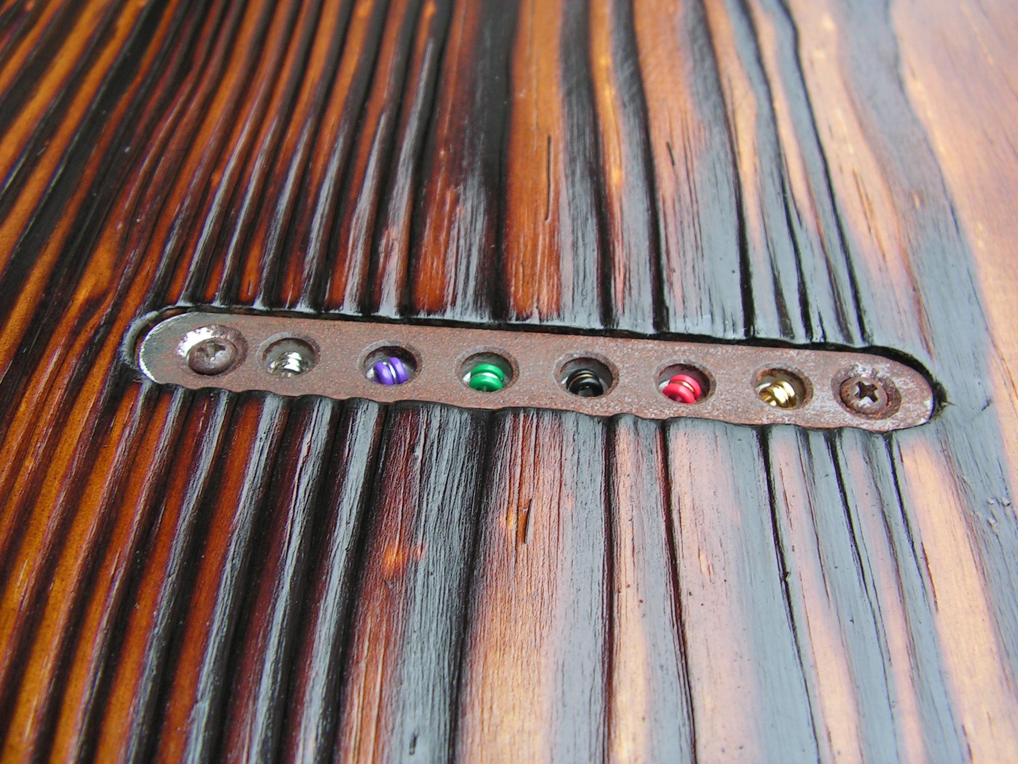 Retro del body in pino di una chitarra elettrica telecaster