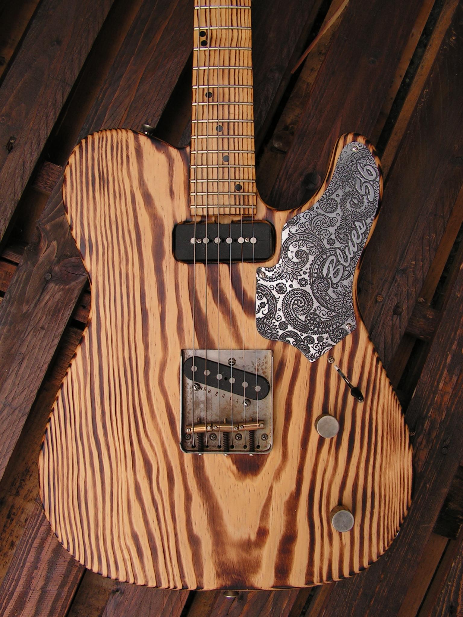 Body di una chitarra Telecaster in pino roasted