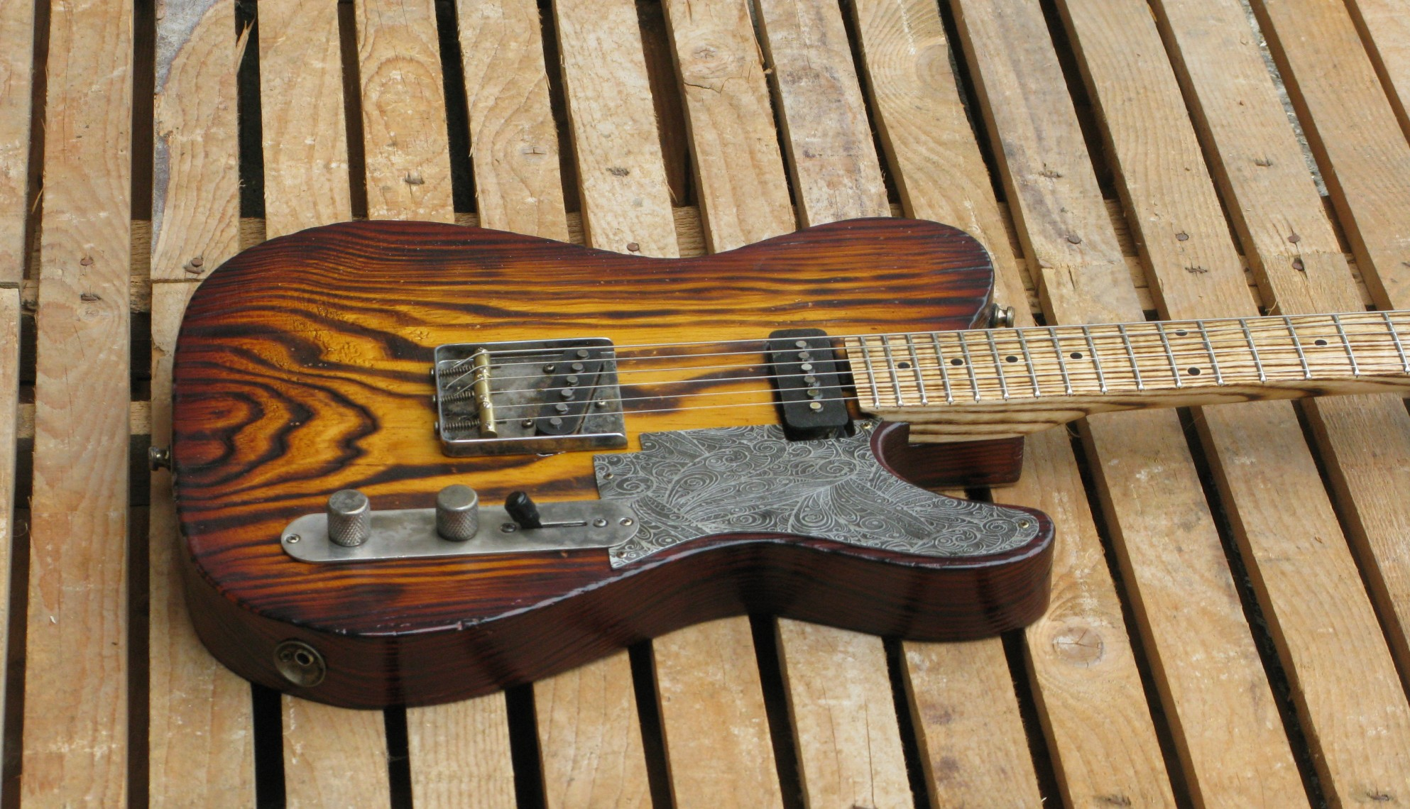 Chitarra Telecaster in pino roasted
