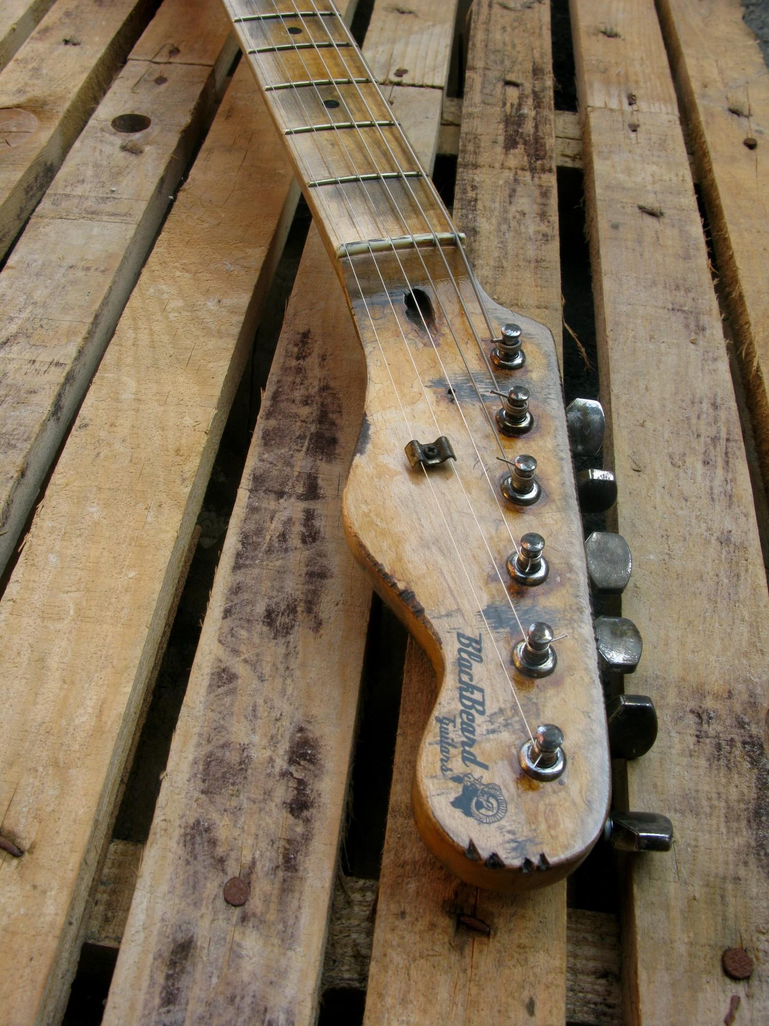 Paletta relic di una chitarra elettrica in pioppo