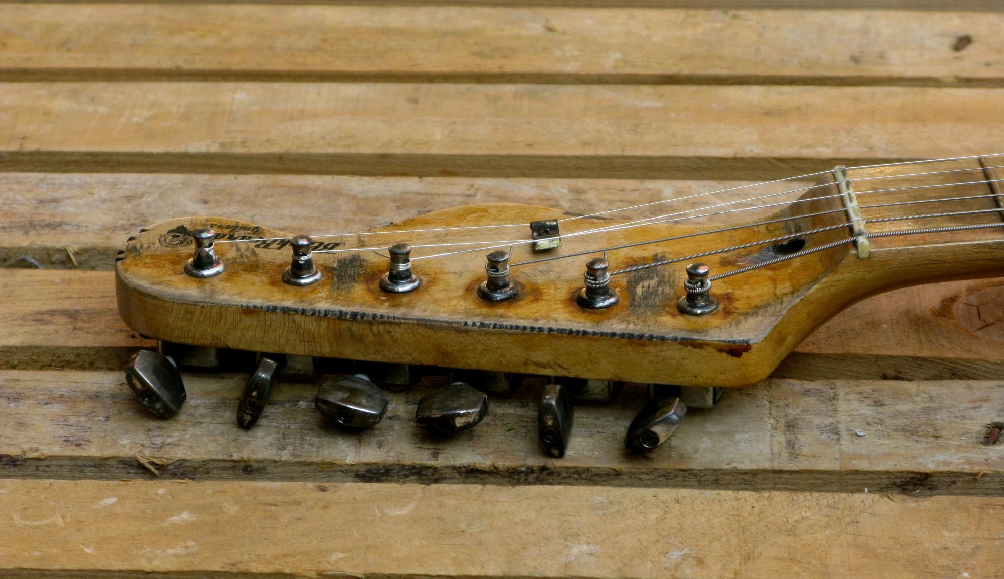 Paletta di una chitarra elettrica in pioppo