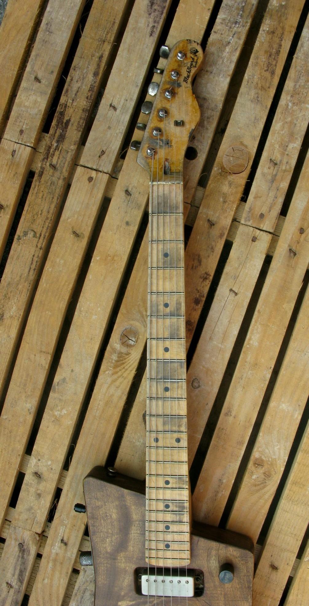 Manico di una chitarra elettrica in pioppo
