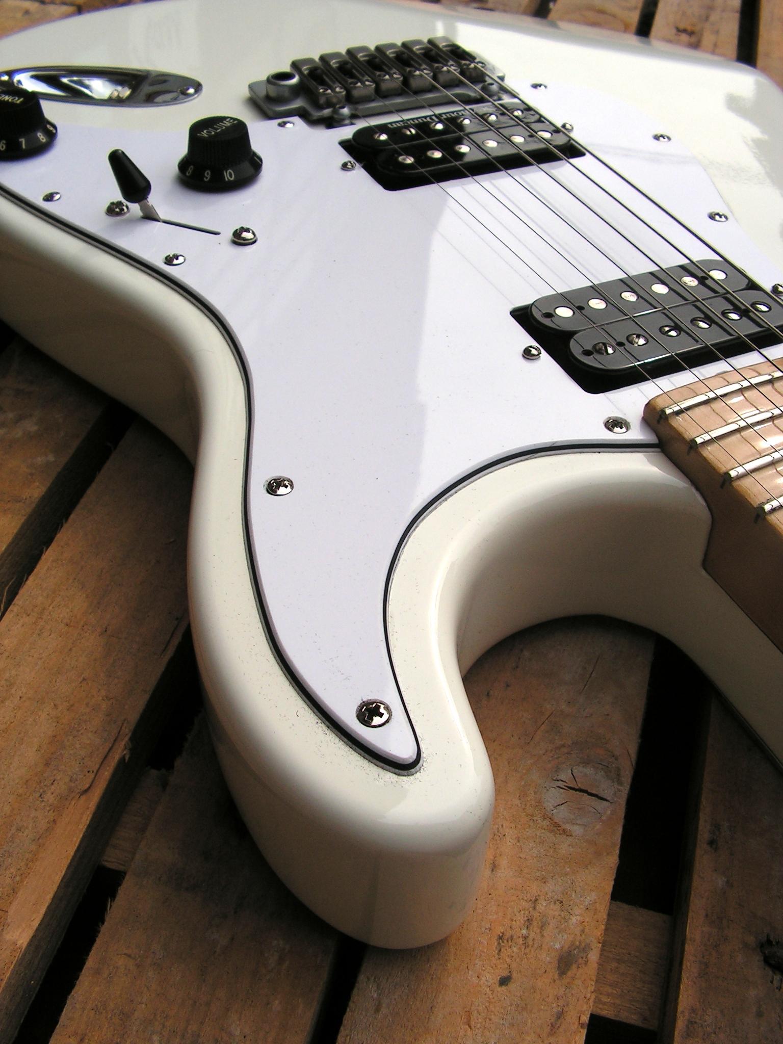 Body di una chitarra Stratocaster con due humbucker