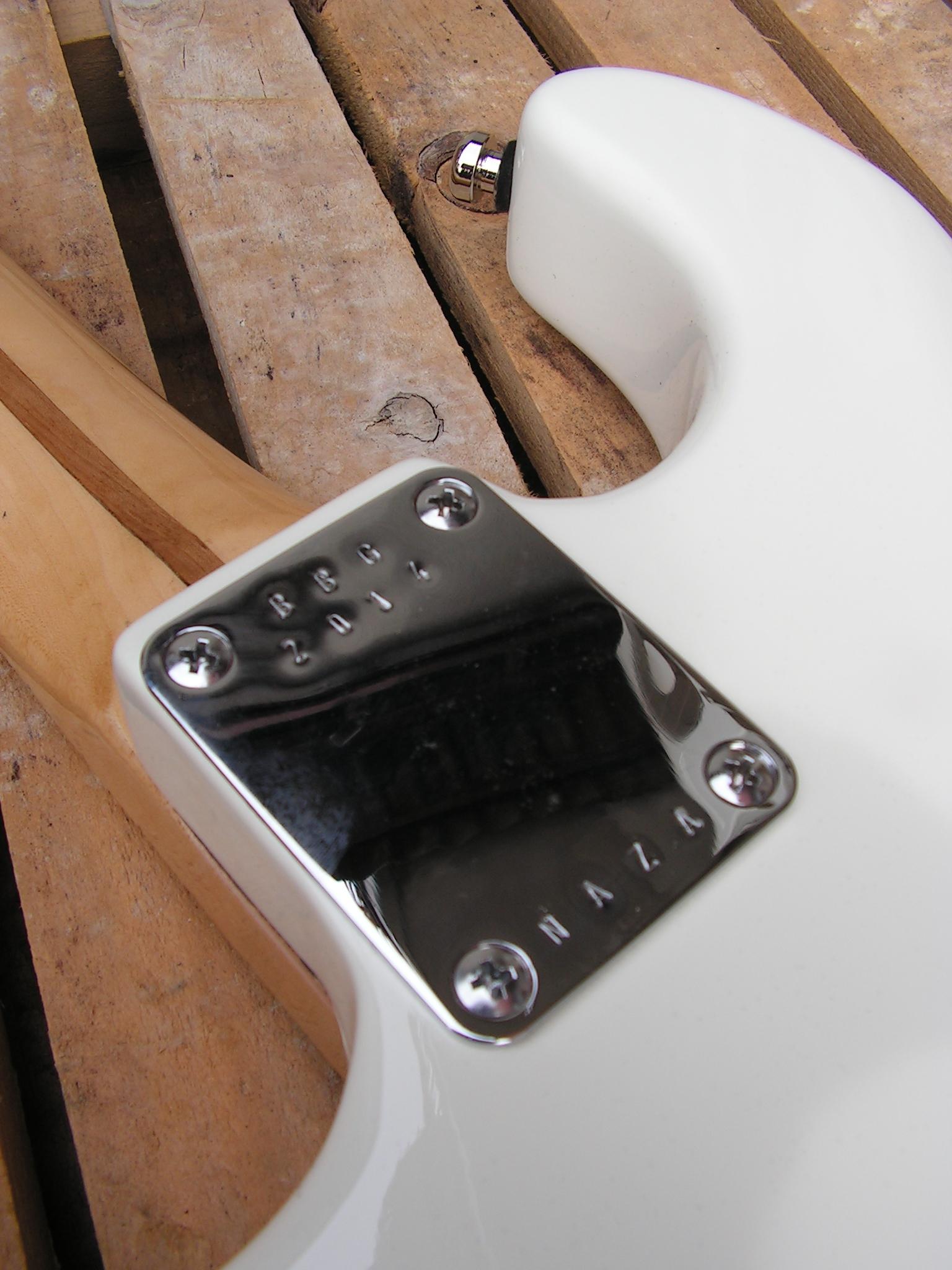 Piastra del manico di una chitarra Stratocaster con due humbucker