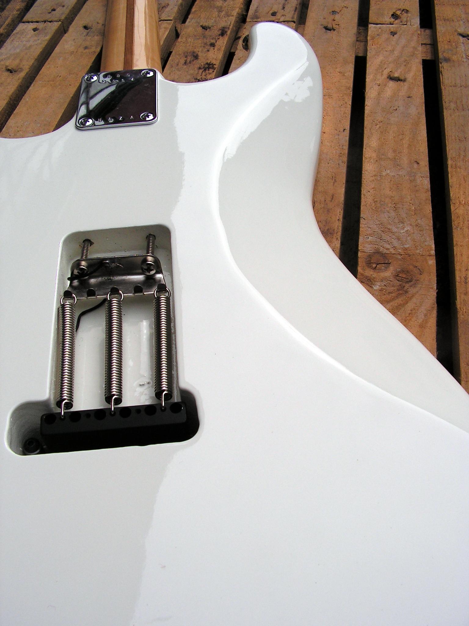 Retro del body di una chitarra Stratocaster con due humbucker