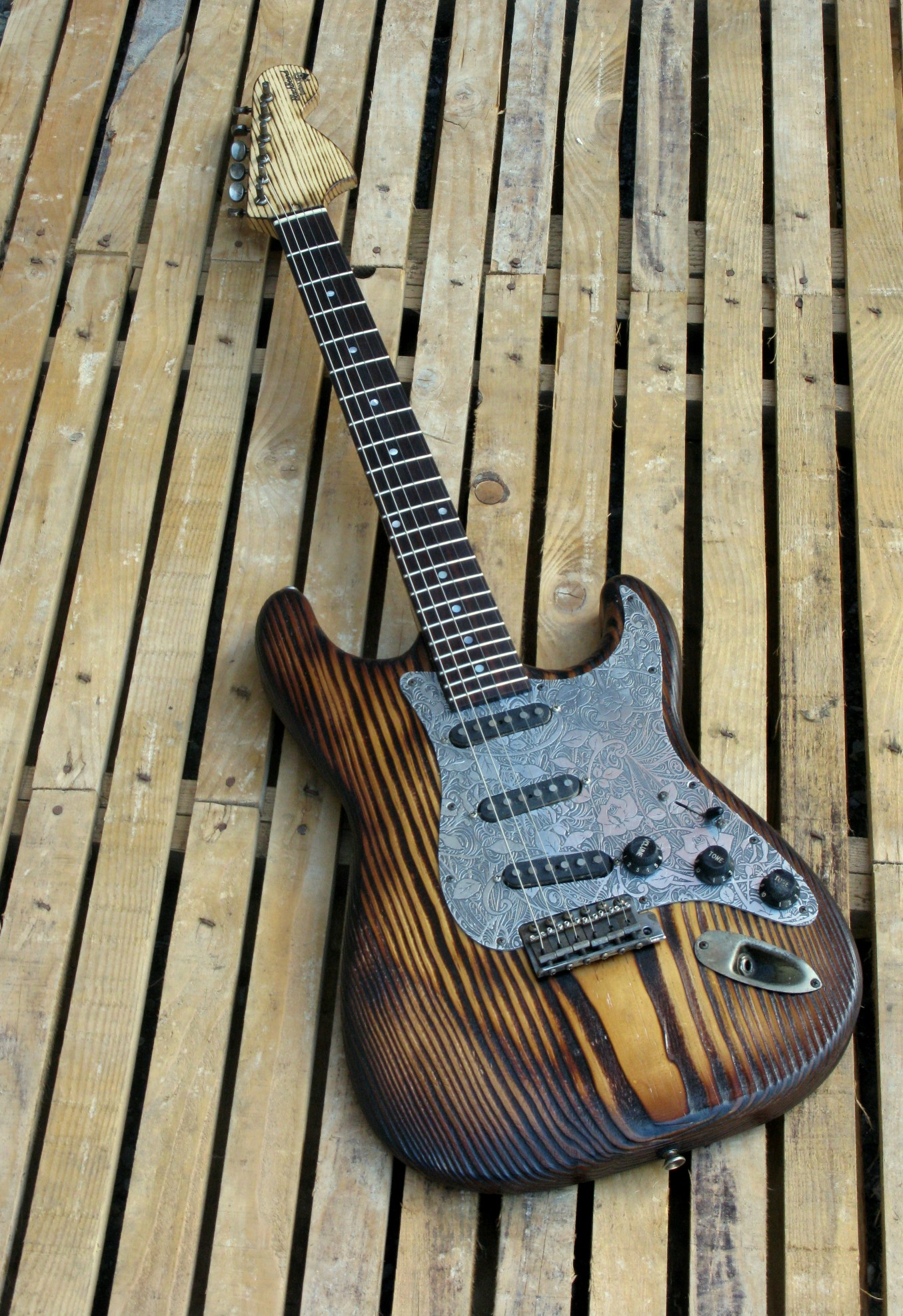 Chitarra Stratocaster in pino roasted