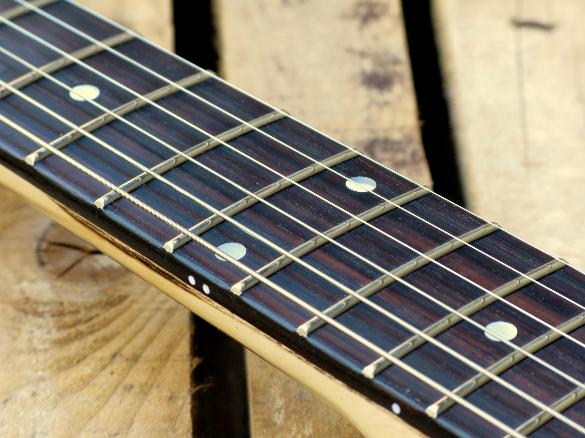 astiera in palissandro di una Stratocaster in pino