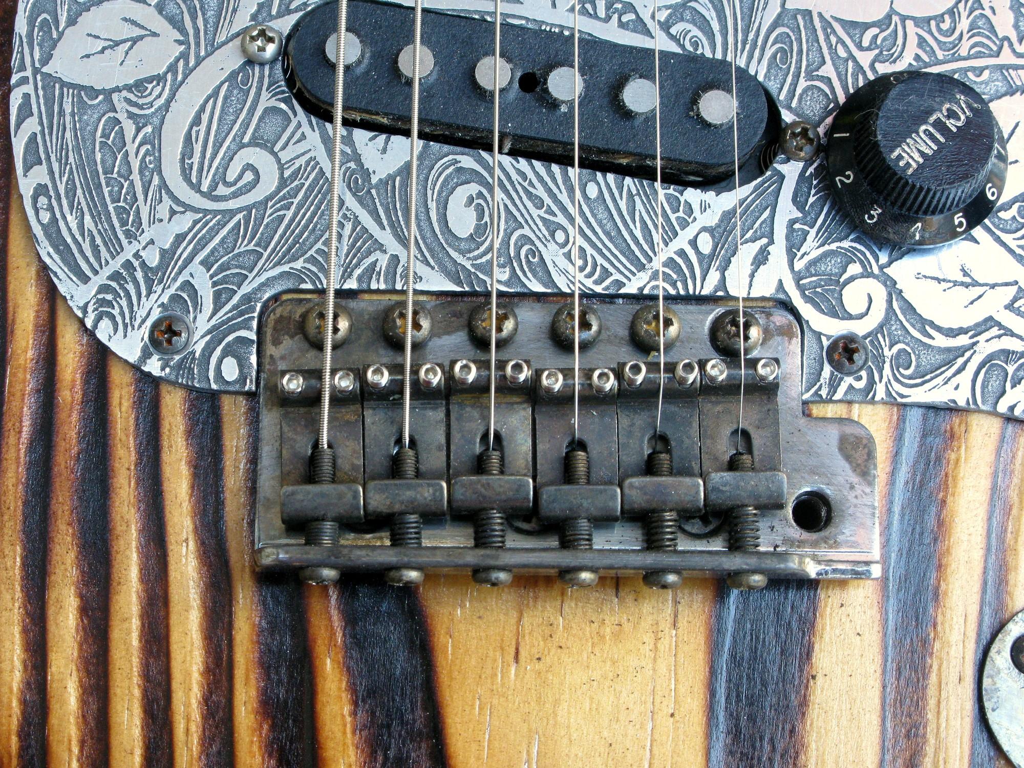 Ponte e pickup aged di una Stratocaster in pino