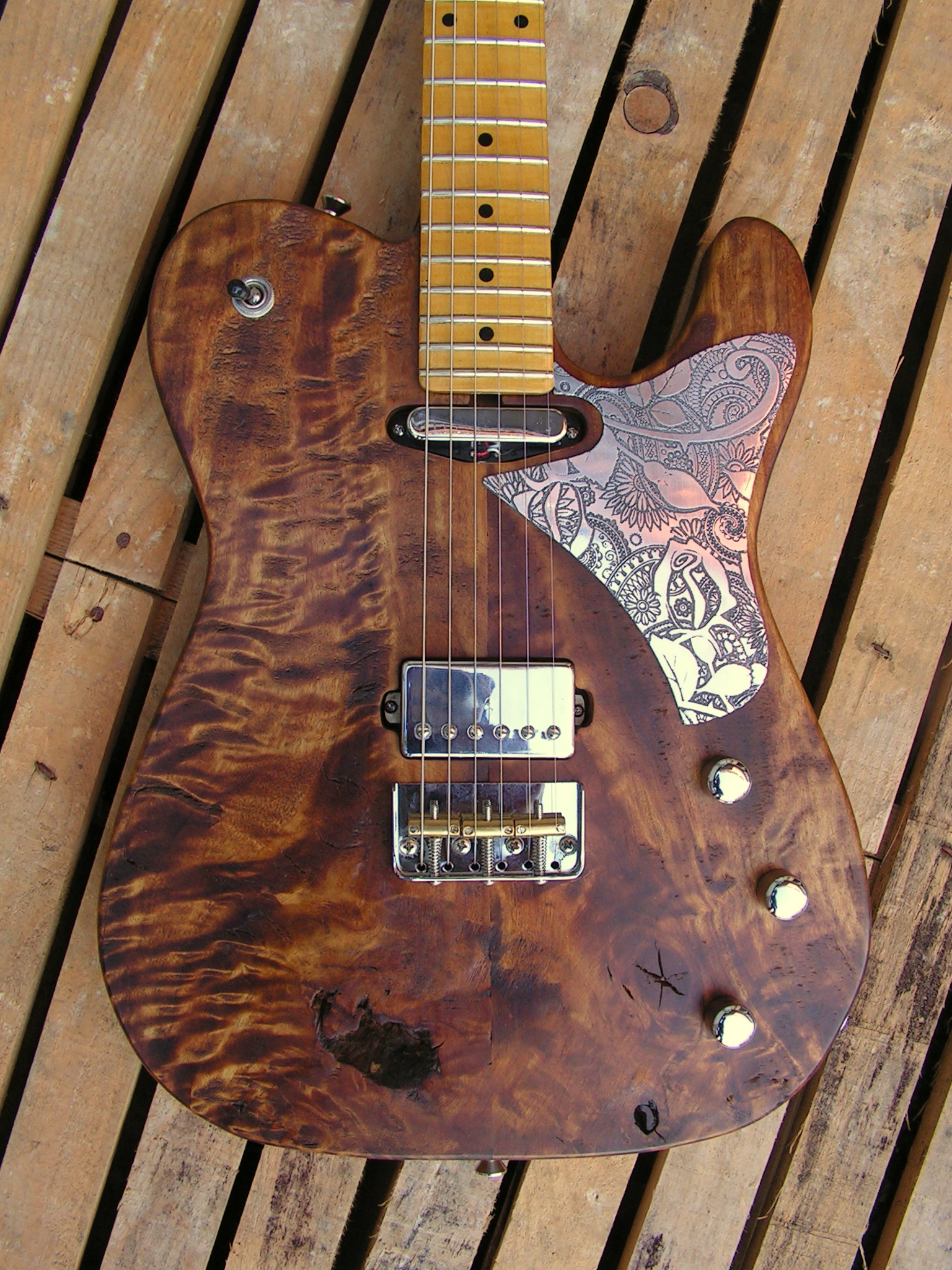 Body di una chitarra Telecaster in radica di pioppo