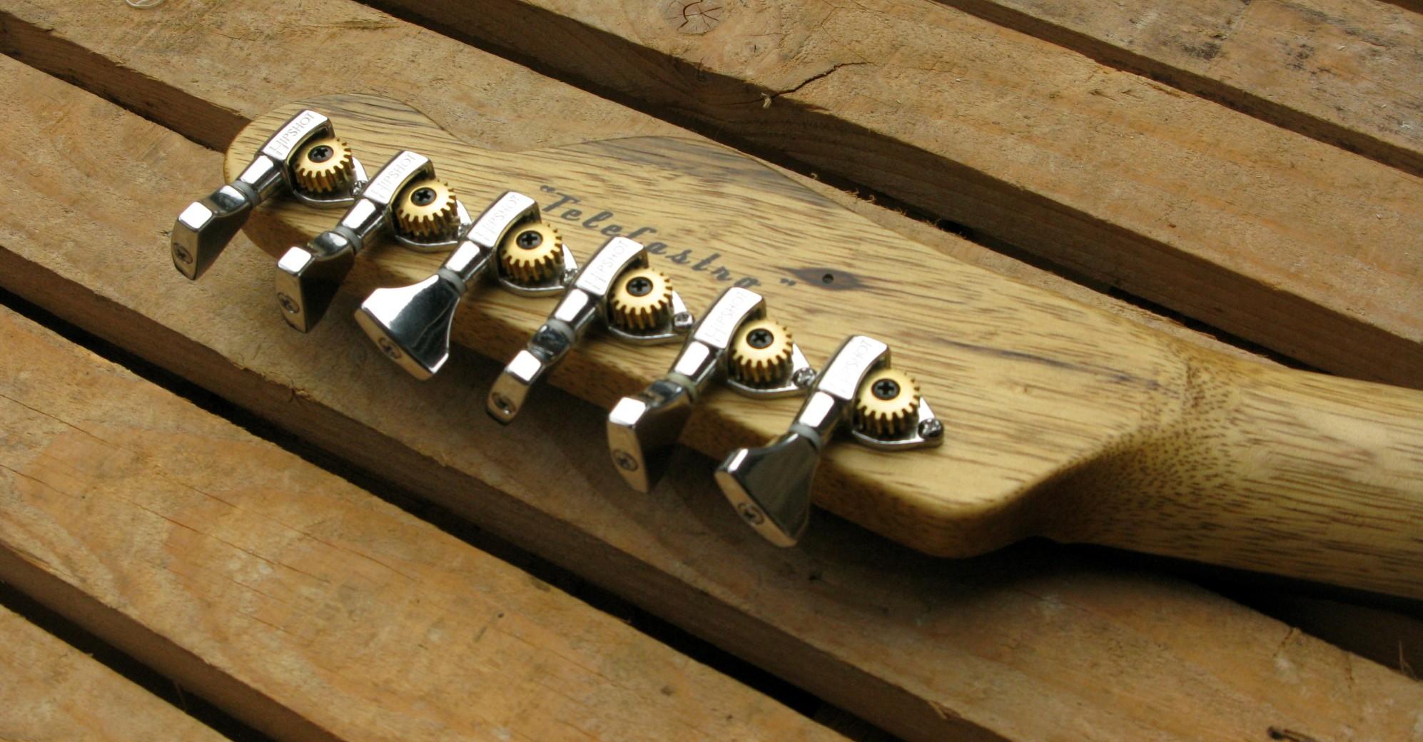 Retro della paletta di una chitarra Telecaster in black korina