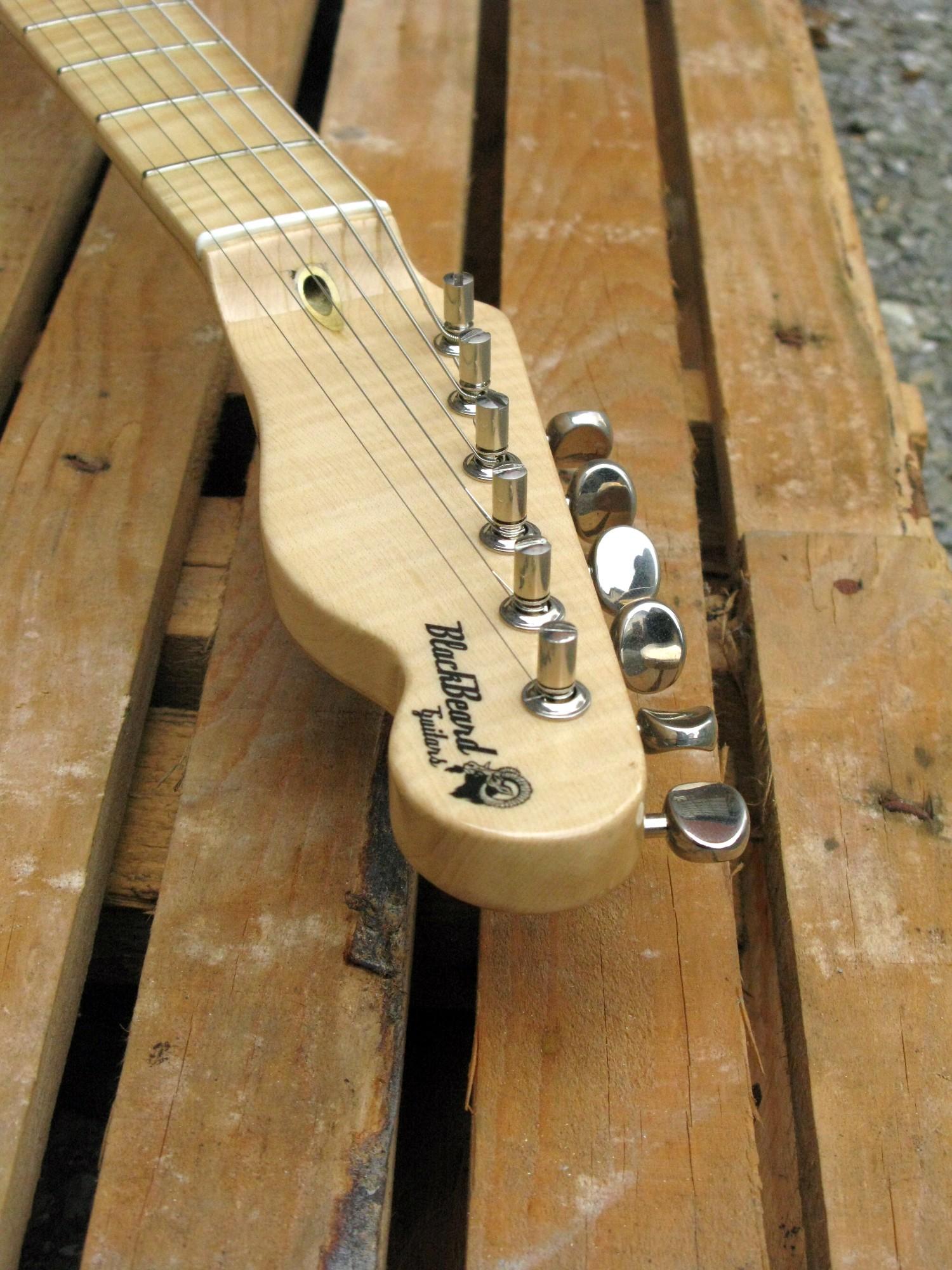 paletta in acero di una chitarra elettrica Telecaster in pioppo