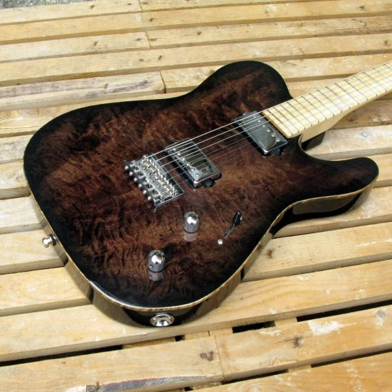 Body in pioppo di una chitarra elettrica Telecaster con manico in acero