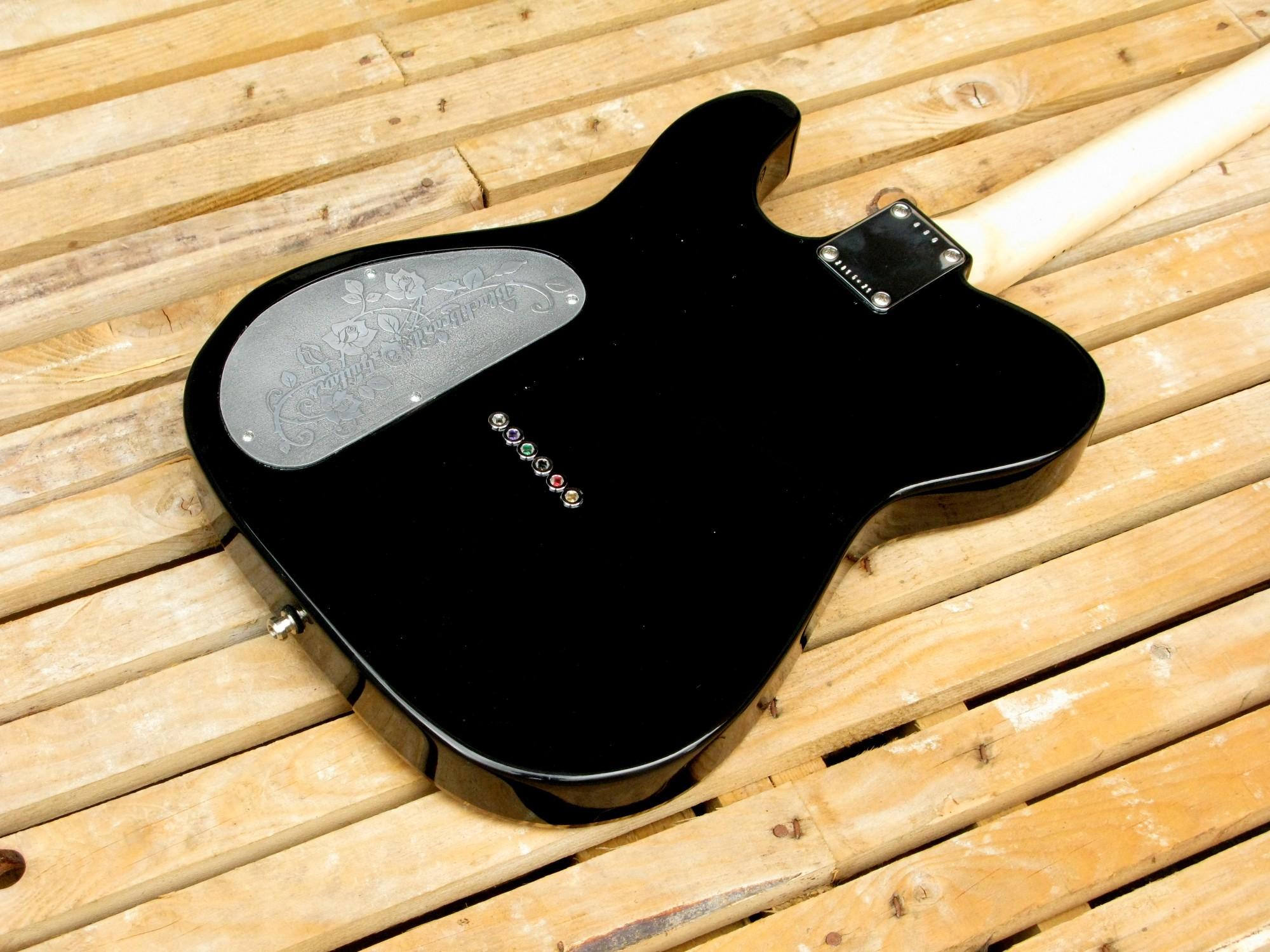 Retro del body in pioppo di una chitarra elettrica Telecaster con manico in acero