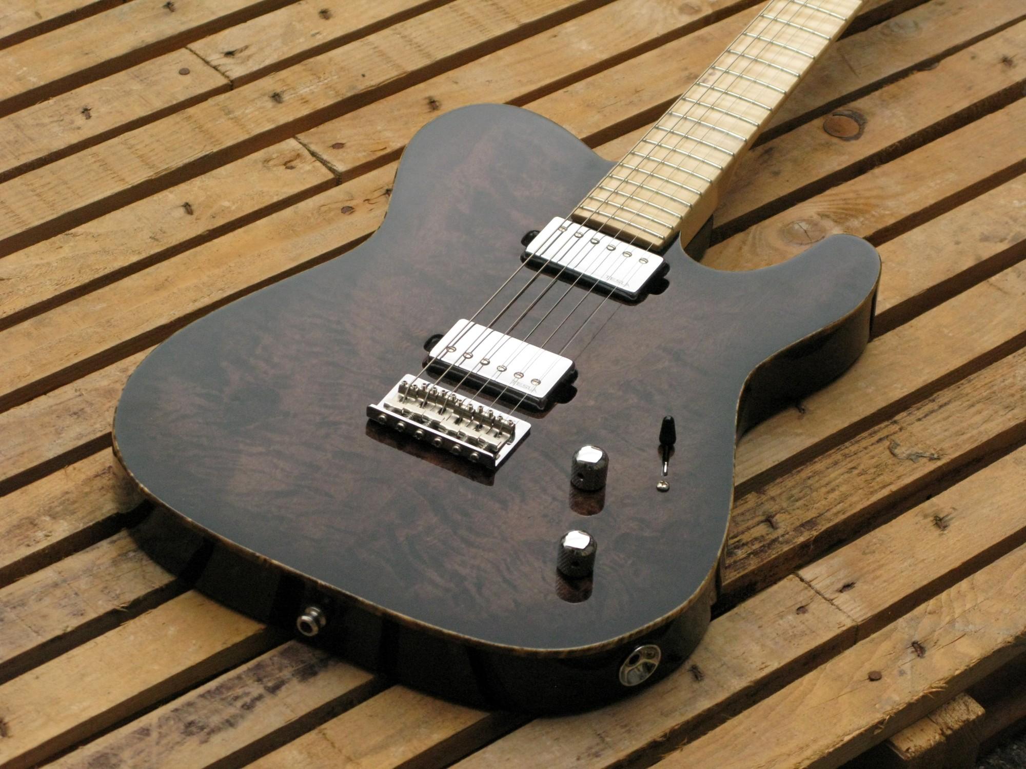 Chitarra elettrica telecaster in pioppo con manico in acero