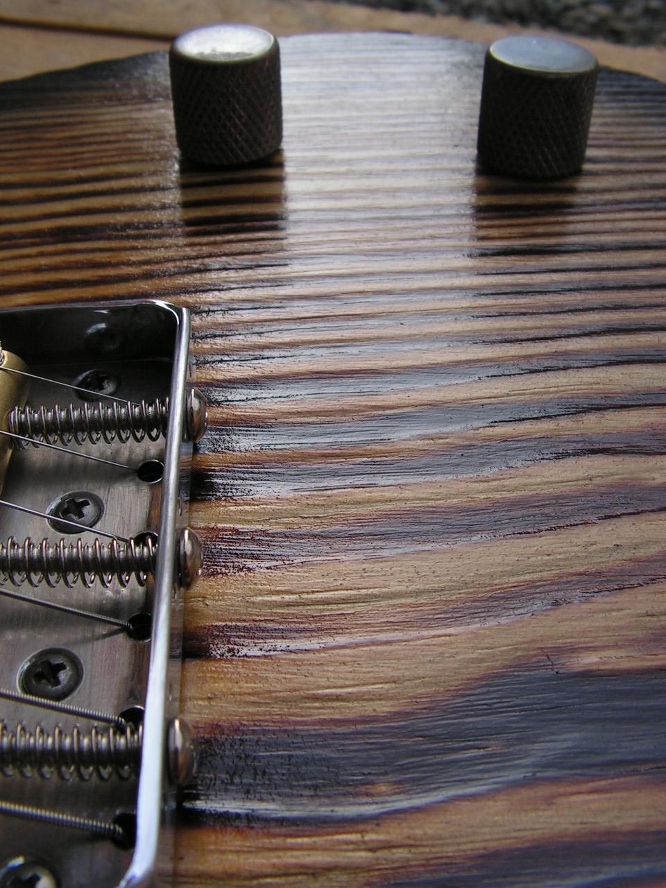 Dettaglio del body di una Telecaster Thinline in pino
