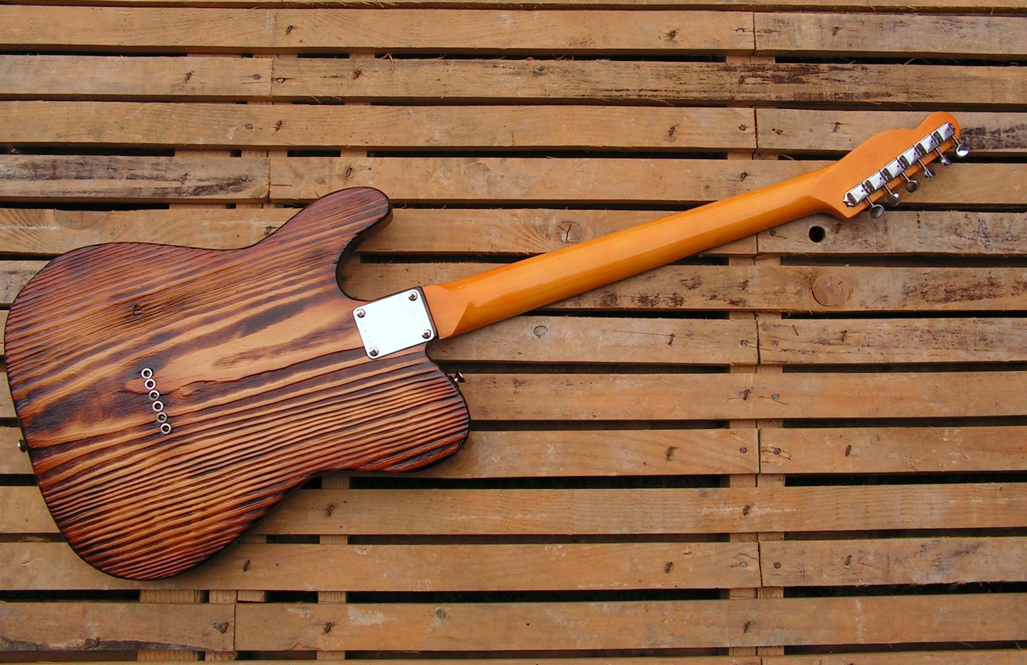 Retro del body di una chitarra Telecaster in yellow pine roasted