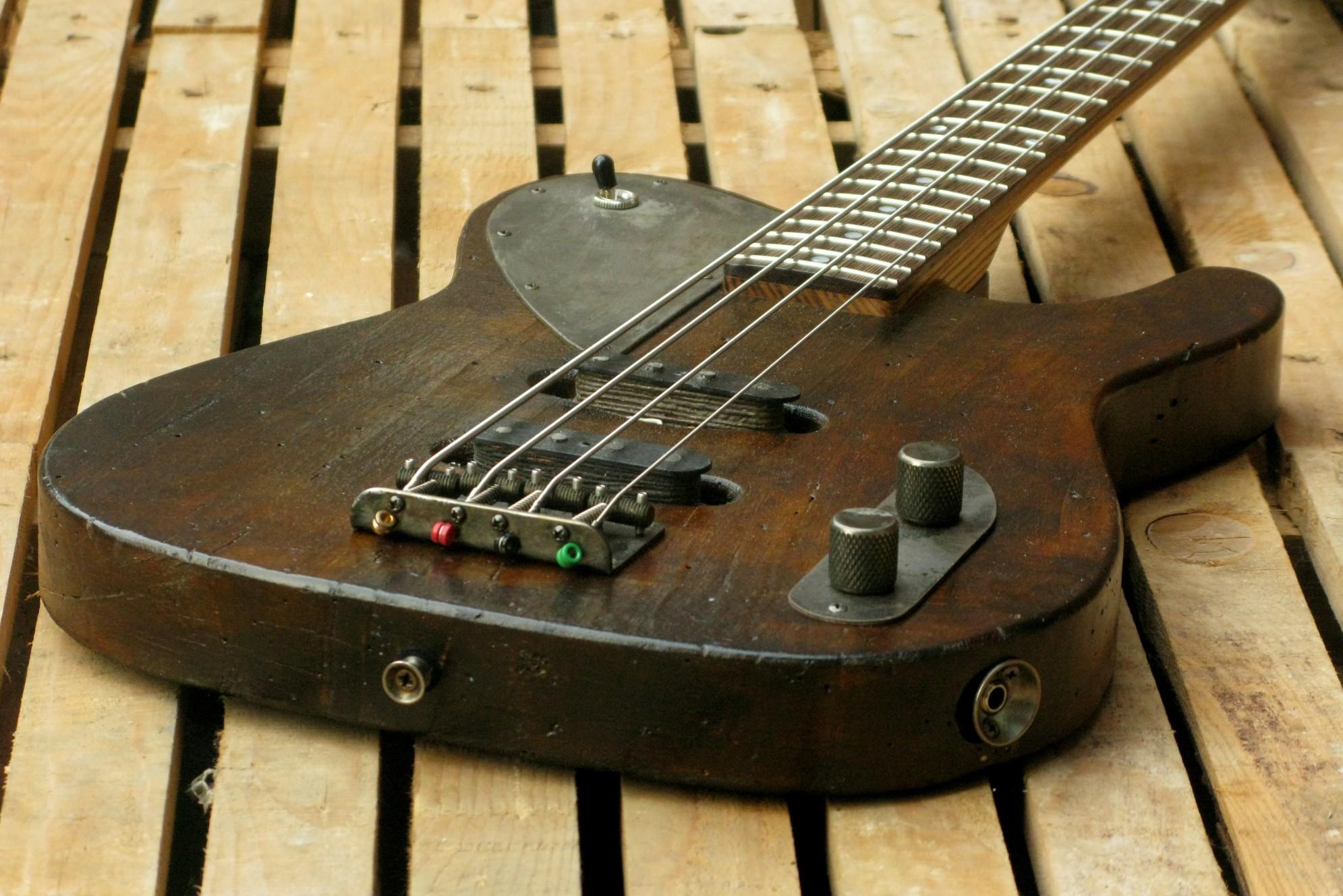 Body di un bassoTelecaster in pioppo