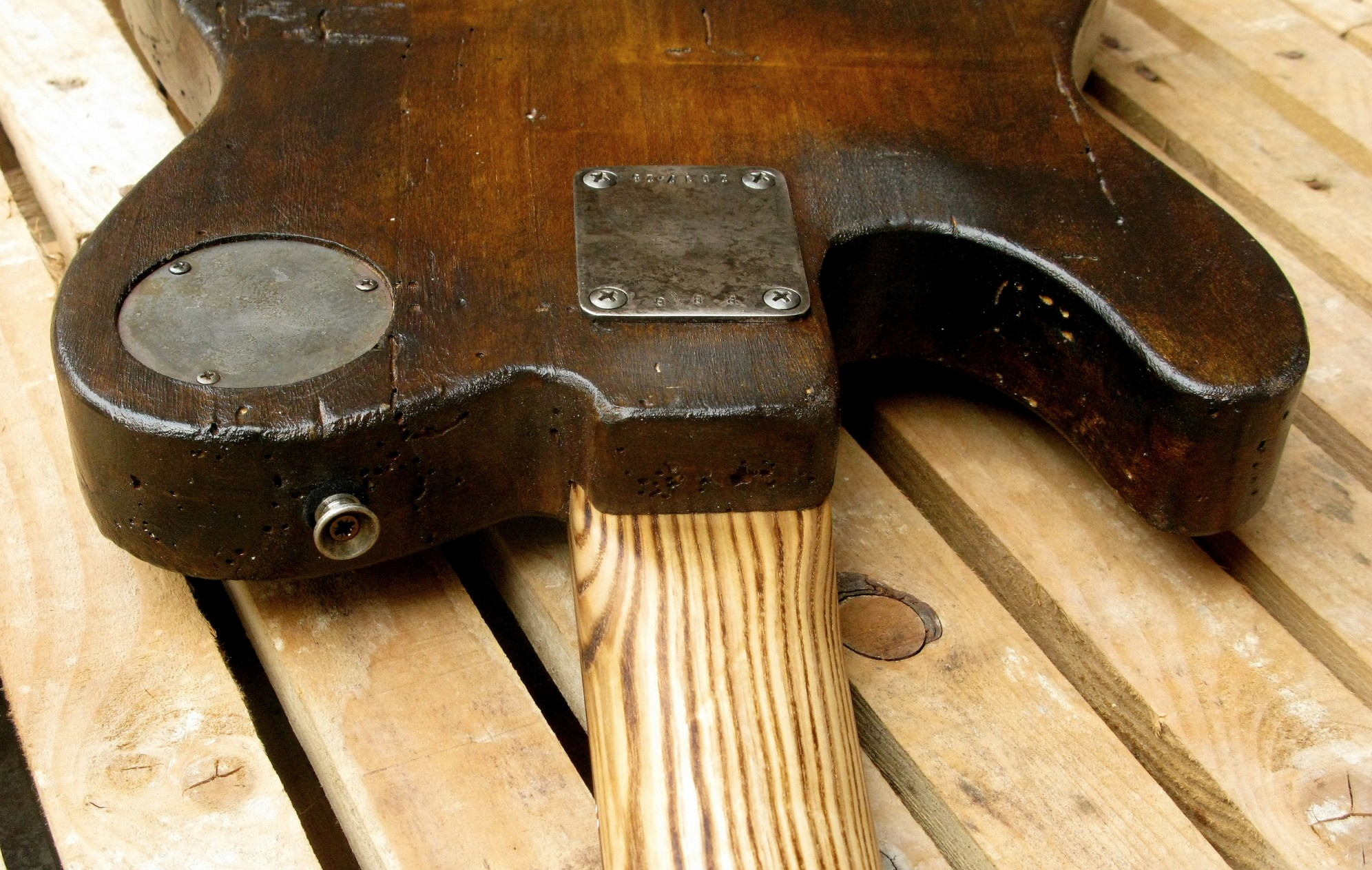Piastra del manico di un bassoTelecaster in pioppo