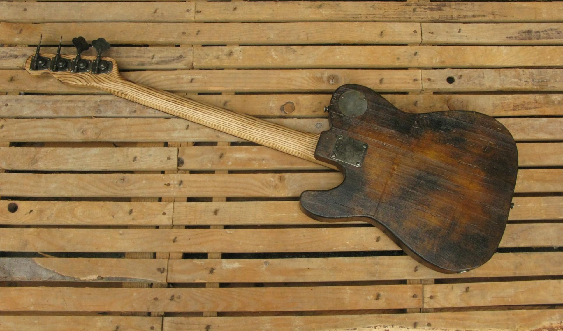 Retro di un bassoTelecaster in pioppo