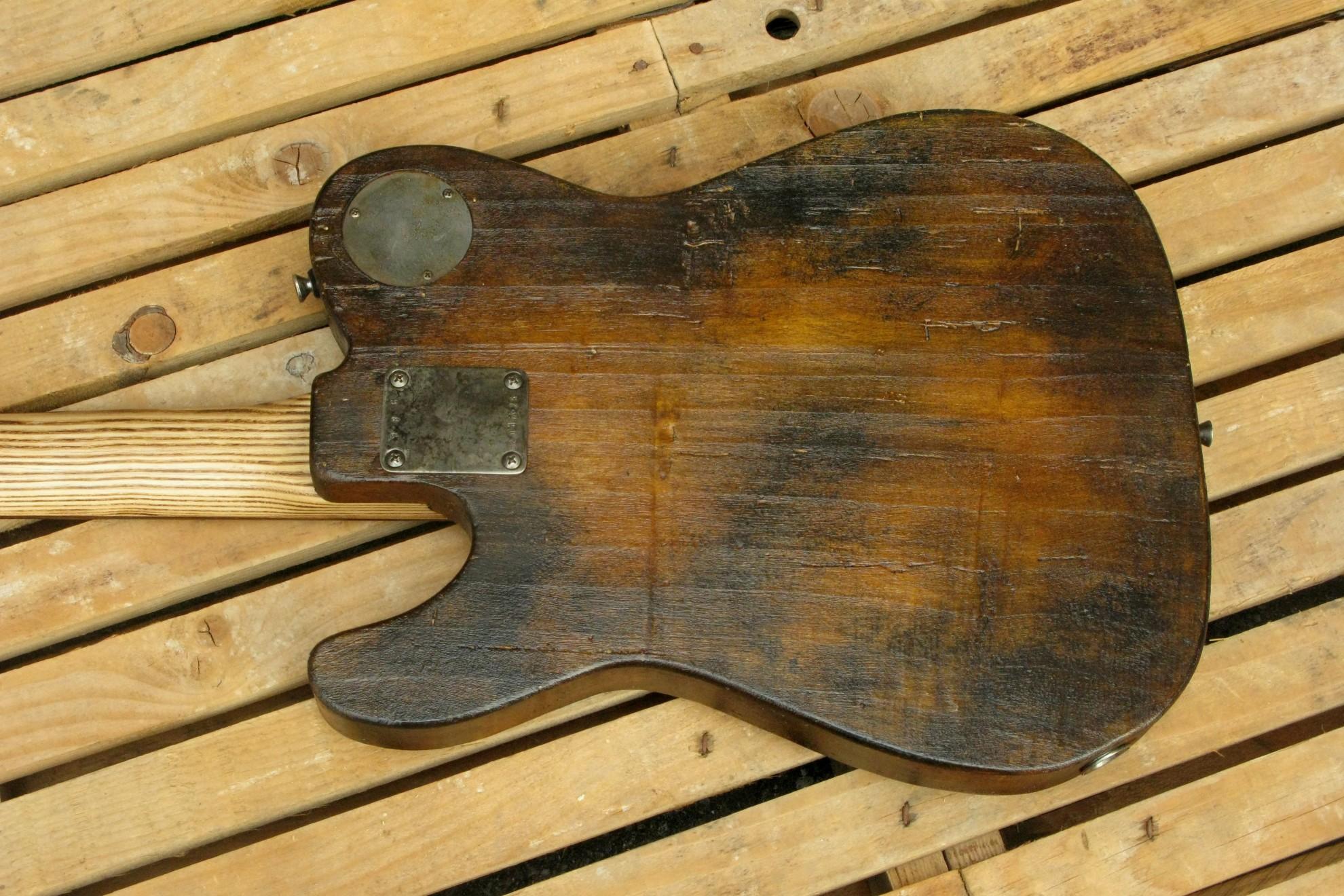 Retro del body di un bassoTelecaster in pioppo
