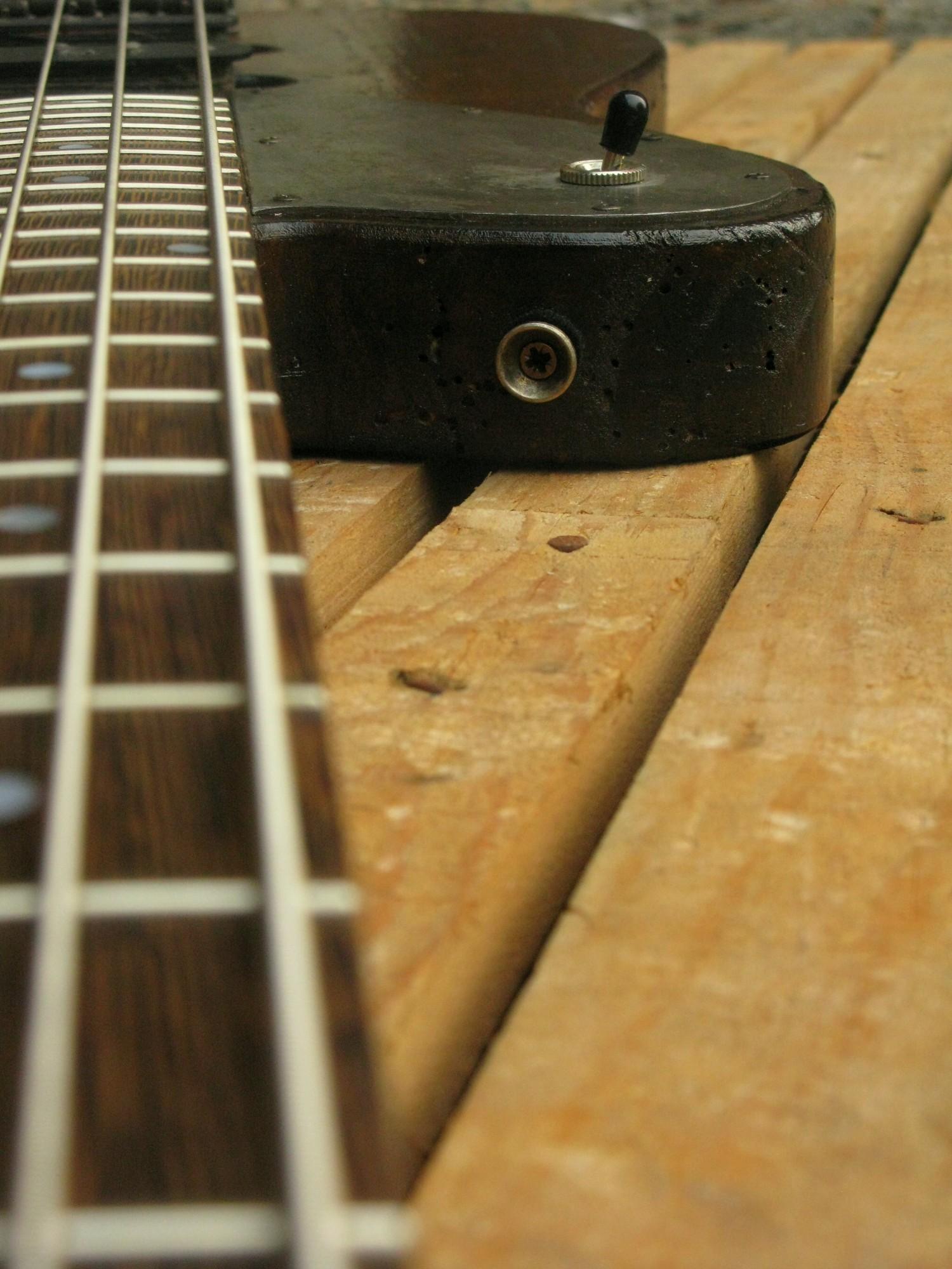 Tastiera in wenge di un bassoTelecaster in pioppo