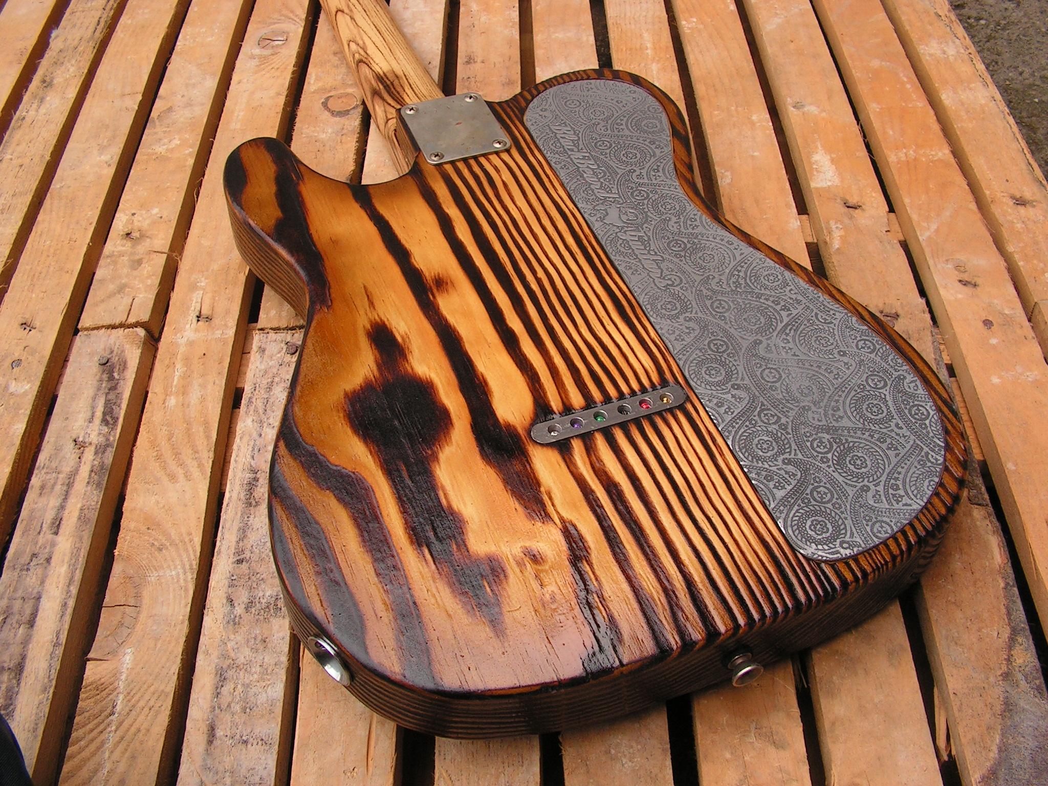Retro del body di una chitarra Telecaster Thinline in pino roasted