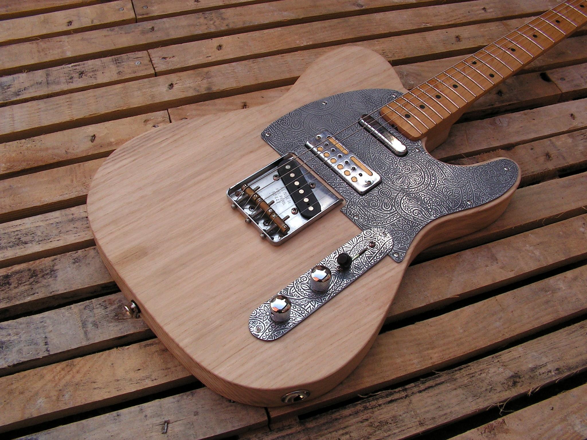 Body di una chitarra Telecaster con Pickup Teisco Gold Foil