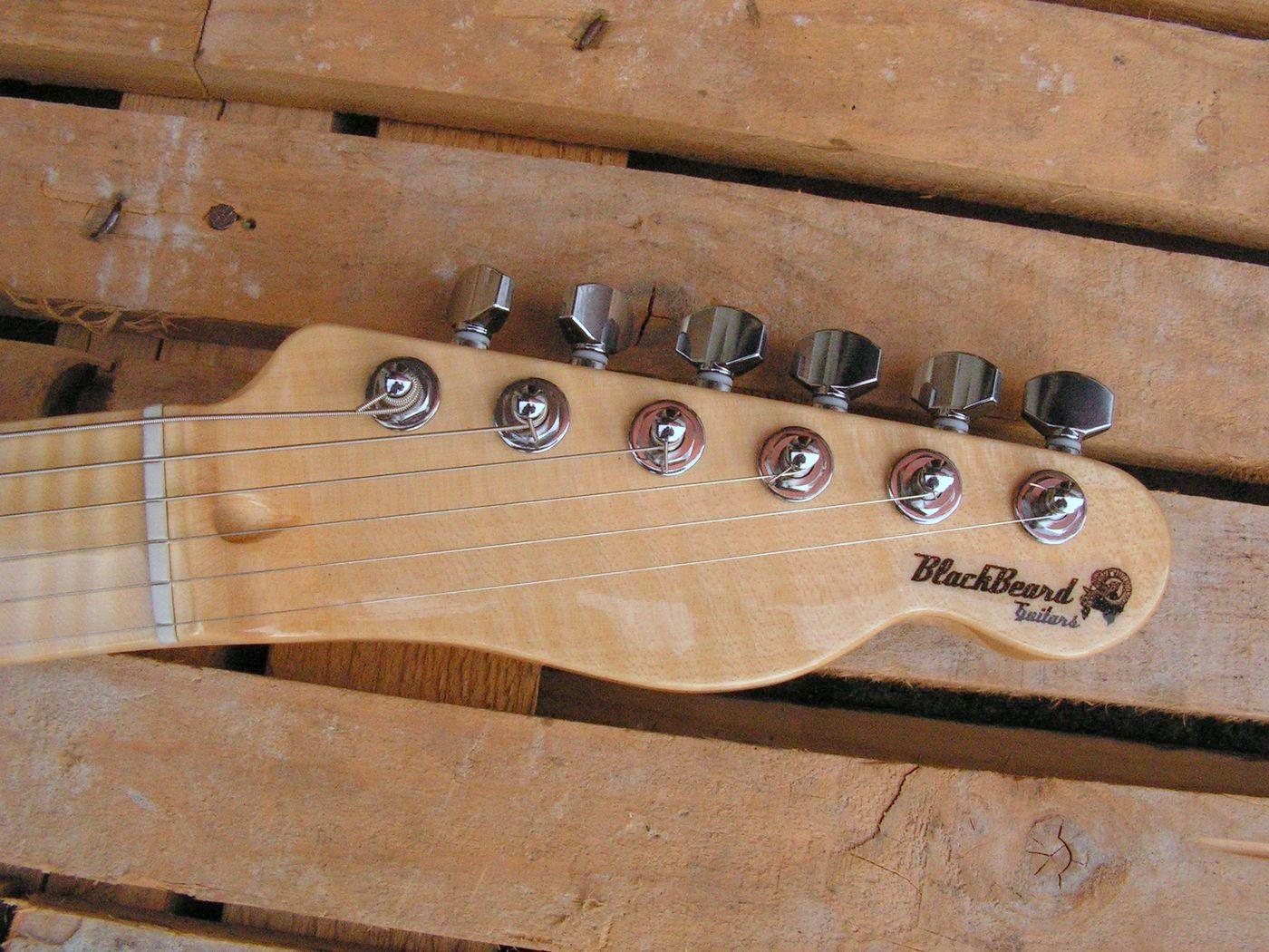 Paletta in acero di una chitarra Telecaster in mogano con top in acero