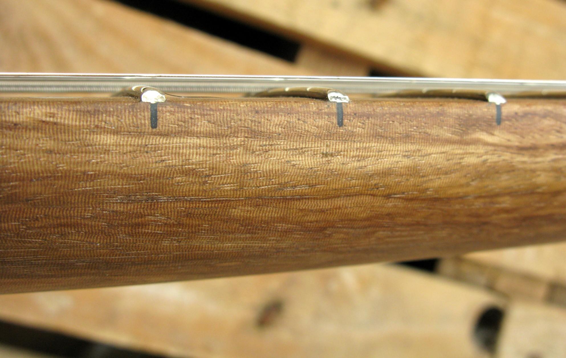 Dettaglio laterale di un manico in zebrano di una Telecaster in pioppo