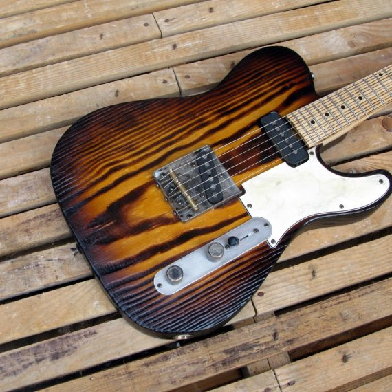 Body di una chitarra Telecaster in pino roasted