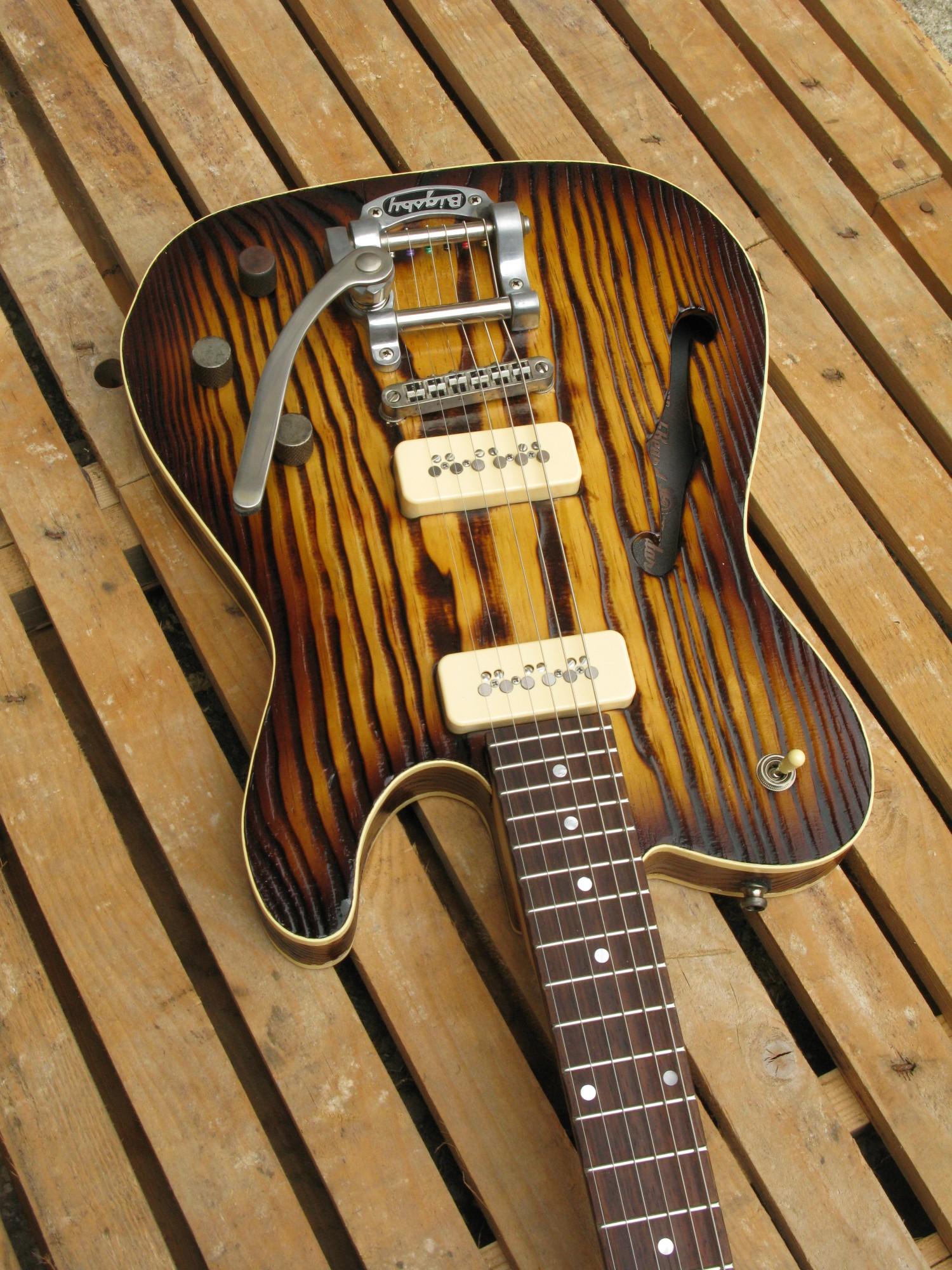 Body di una chitarra Telecaster Thinline in pino roasted