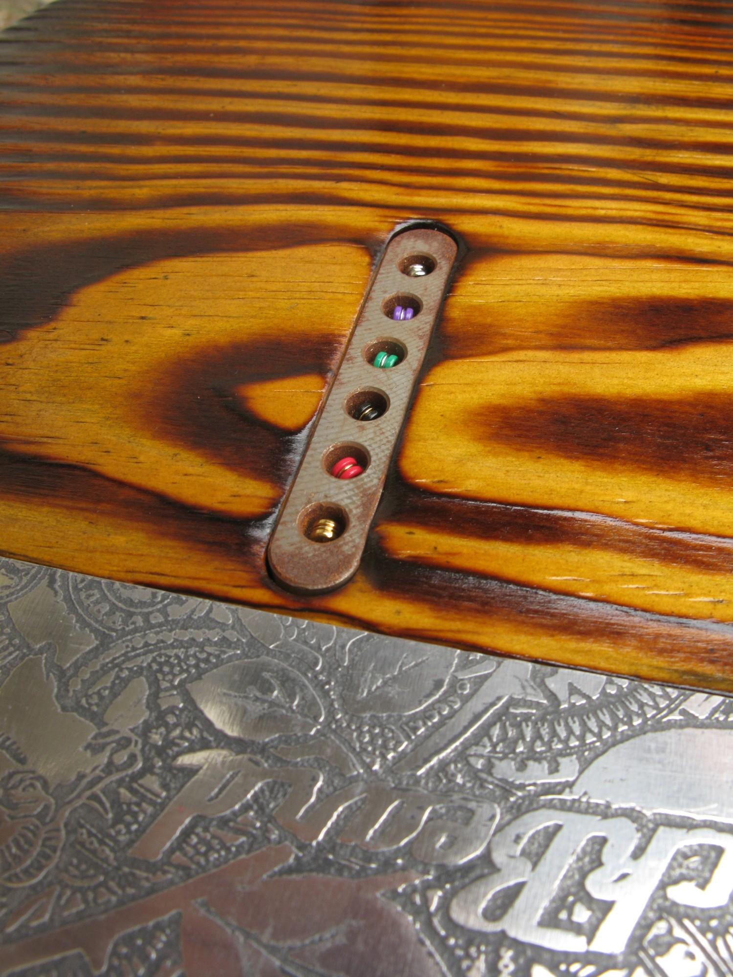 Fermacorde di una Telecaster Thinline in pino
