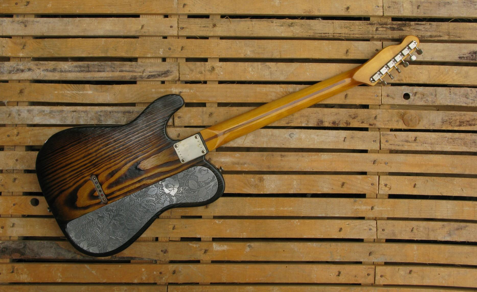 Retro di una chitarra Telecaster Thinline in yellow pine roasted