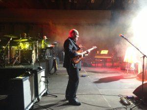 Alberto Carchidi sul palco di un concerto di Toto Cutugno