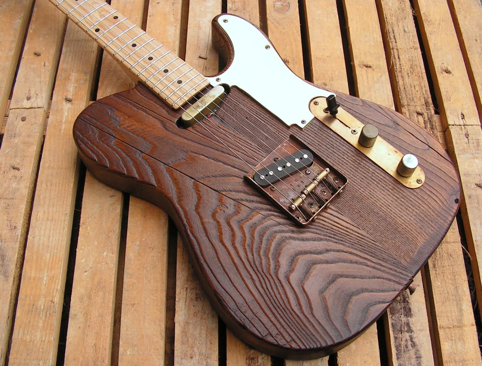 Body di una chitarra Telecaster in castagno