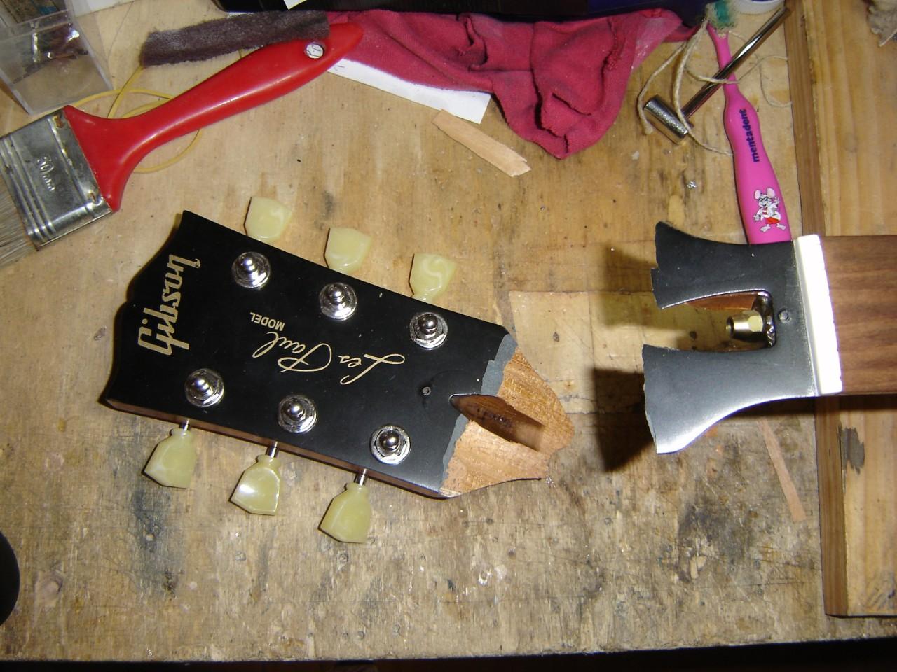 Riparazione chitarre e bassi: ìpaletta rotta di una Les Paul