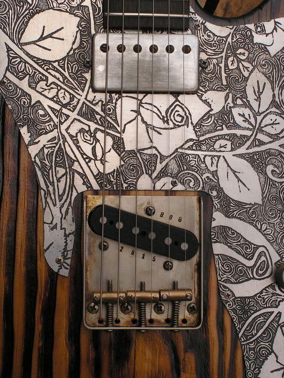 Ponte e pickup aged di una Telecaster Thinline in pino