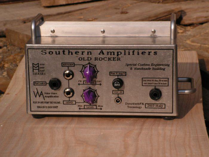 pannello sul retro della testata amplificatore a transistor per chitarra elettrica Southern Amplifiers