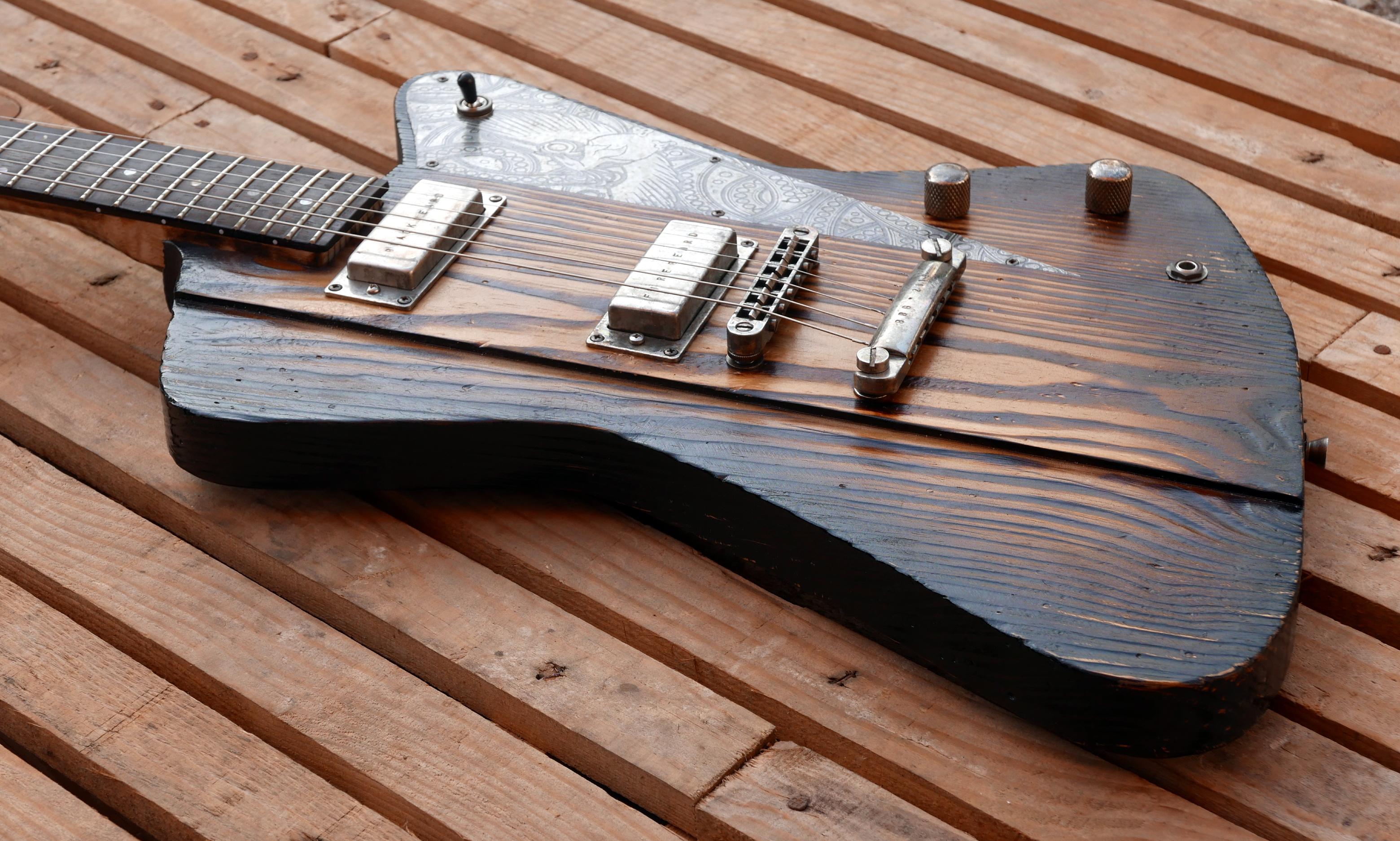 chitarra controluce