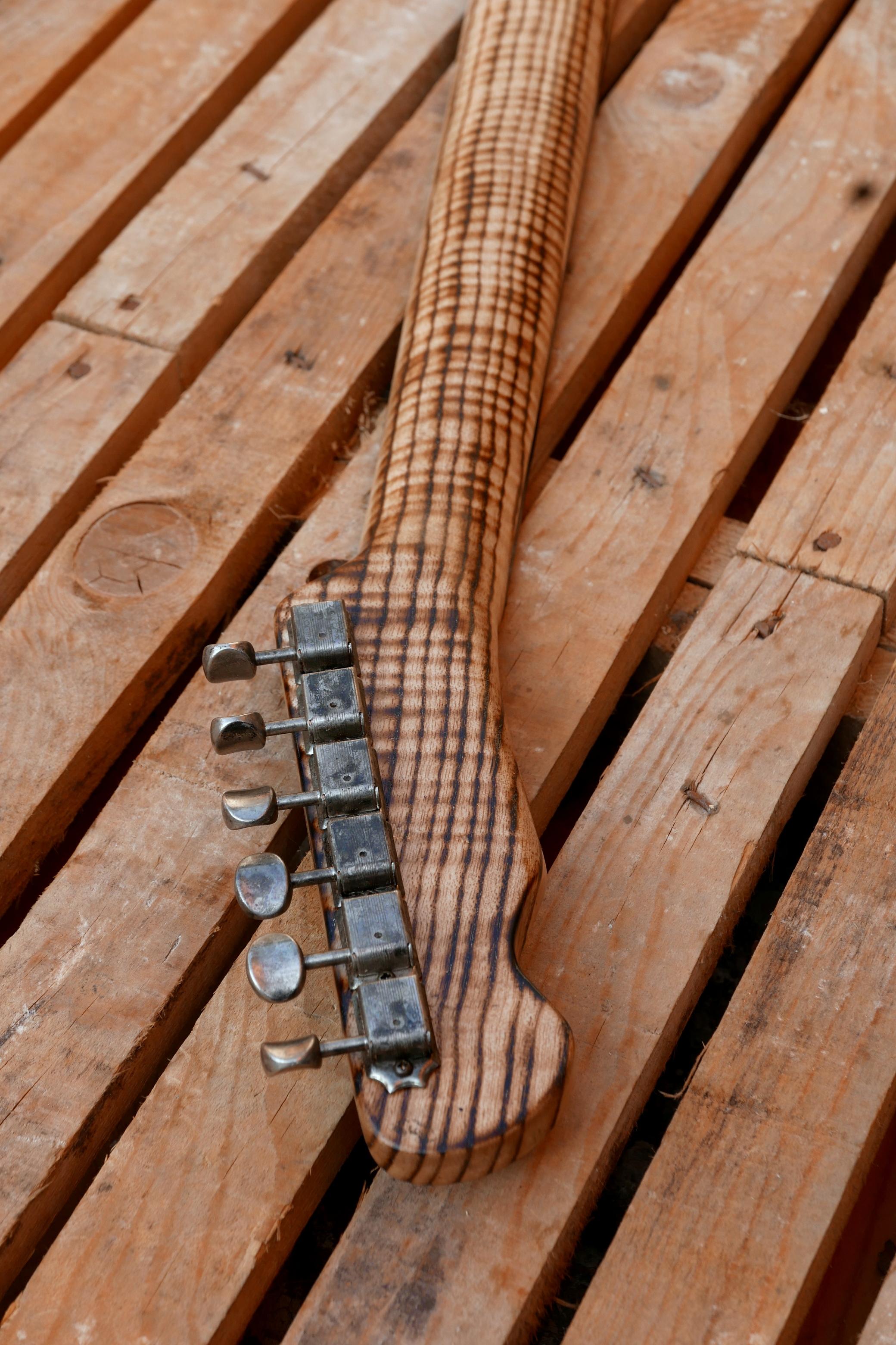 manico chitarra retro e meccaniche anticate