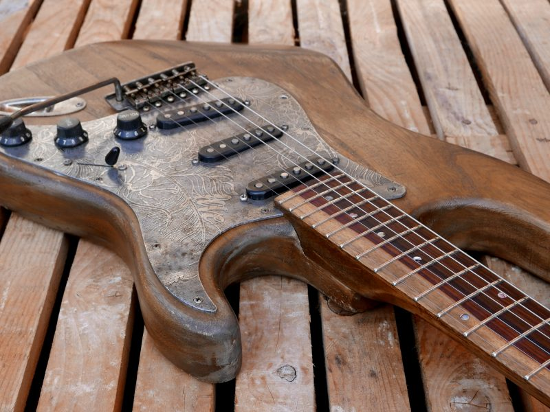 corpo chitarra con mascherina in alluminio