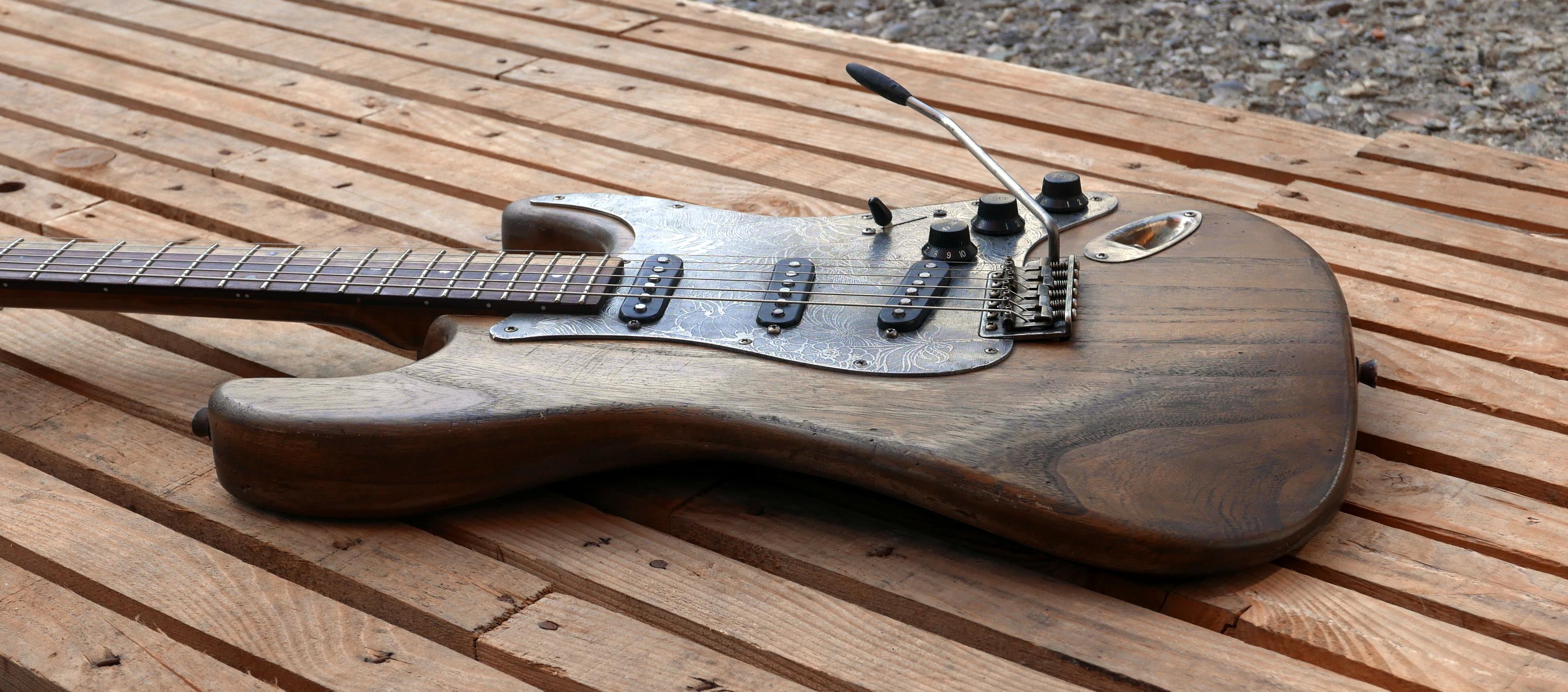 corpo chitarra vista laterale