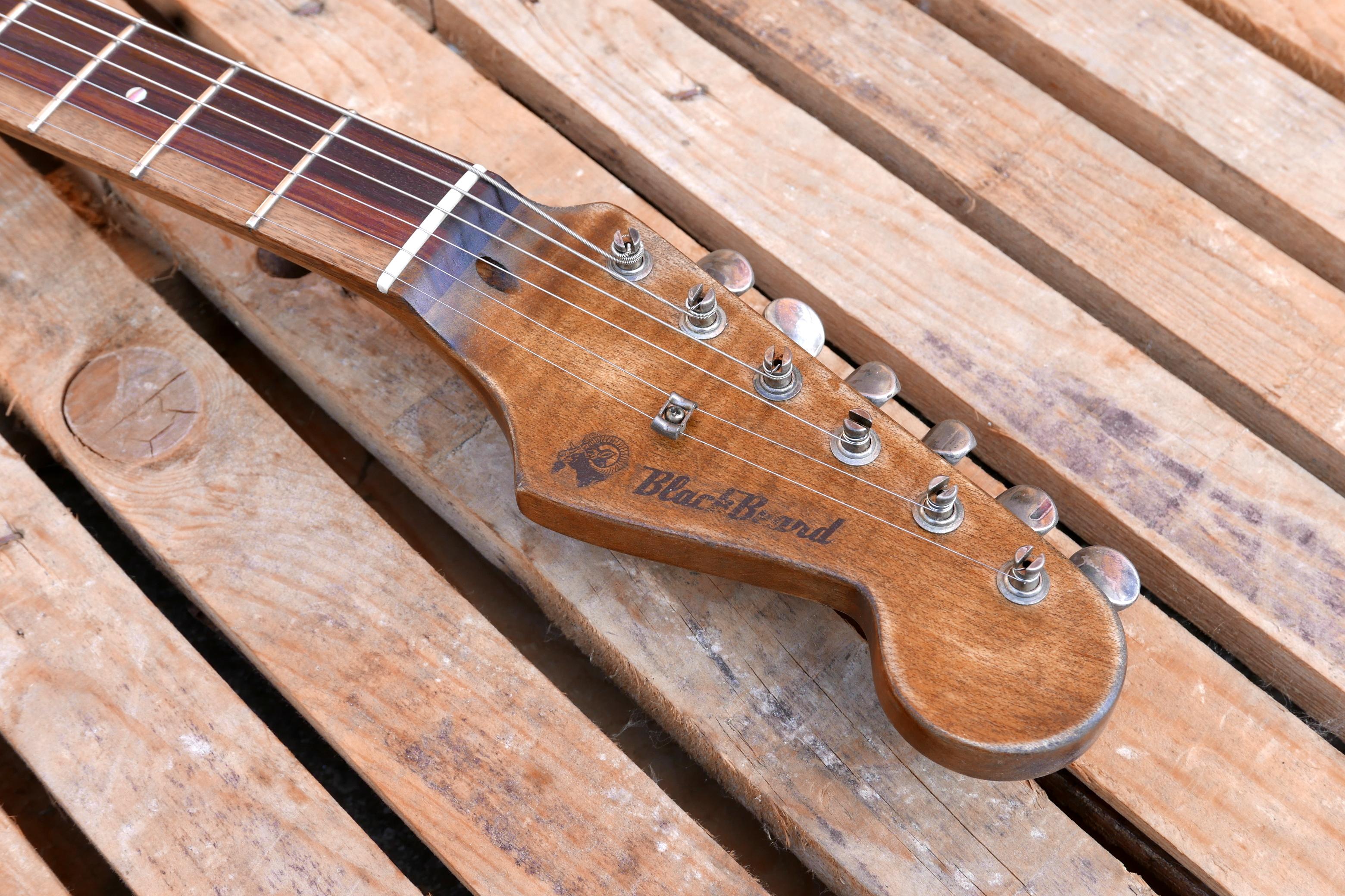 paletta chitarra tipo stratocaster in acero scurito