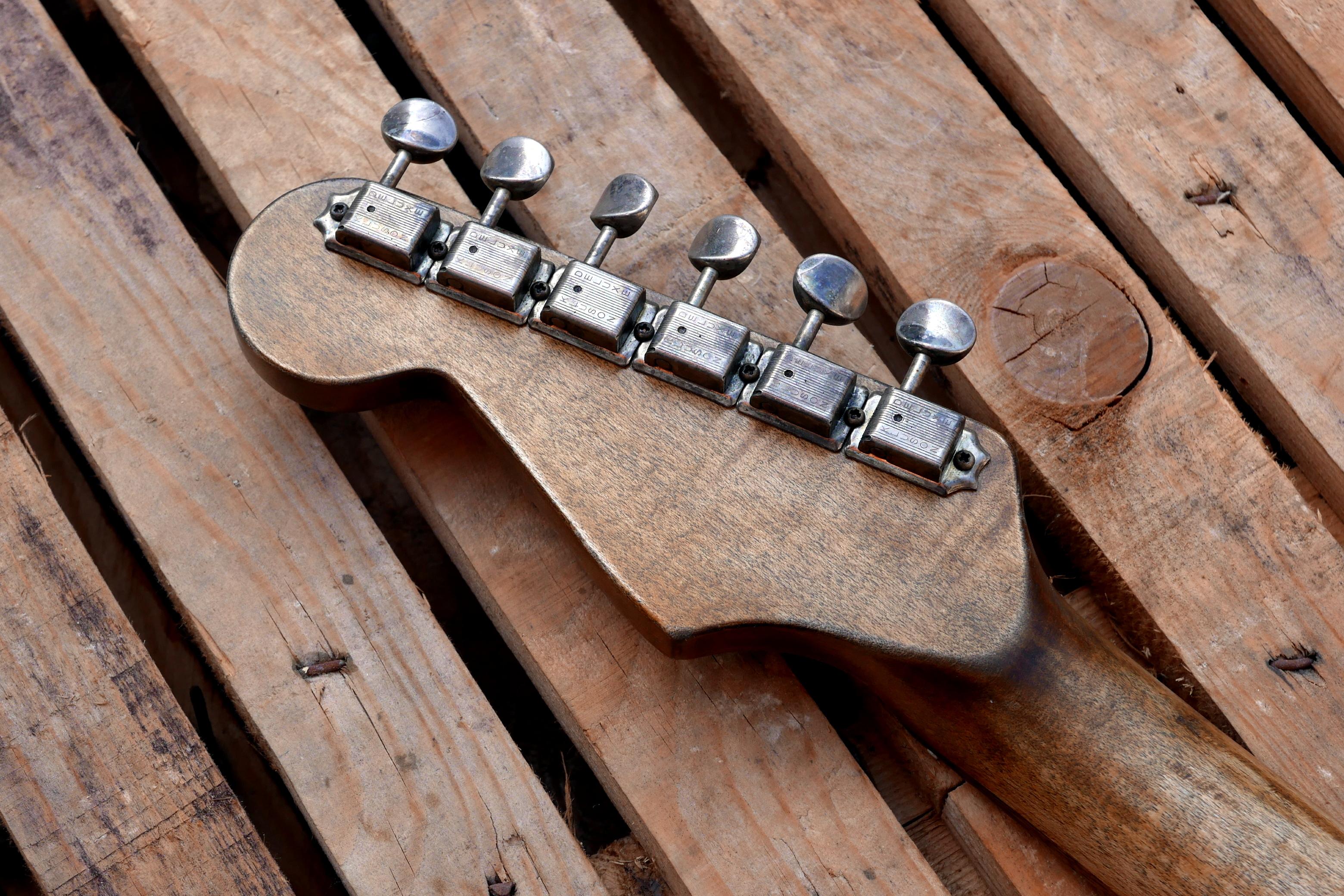meccaniche anticate su paletta chitarra